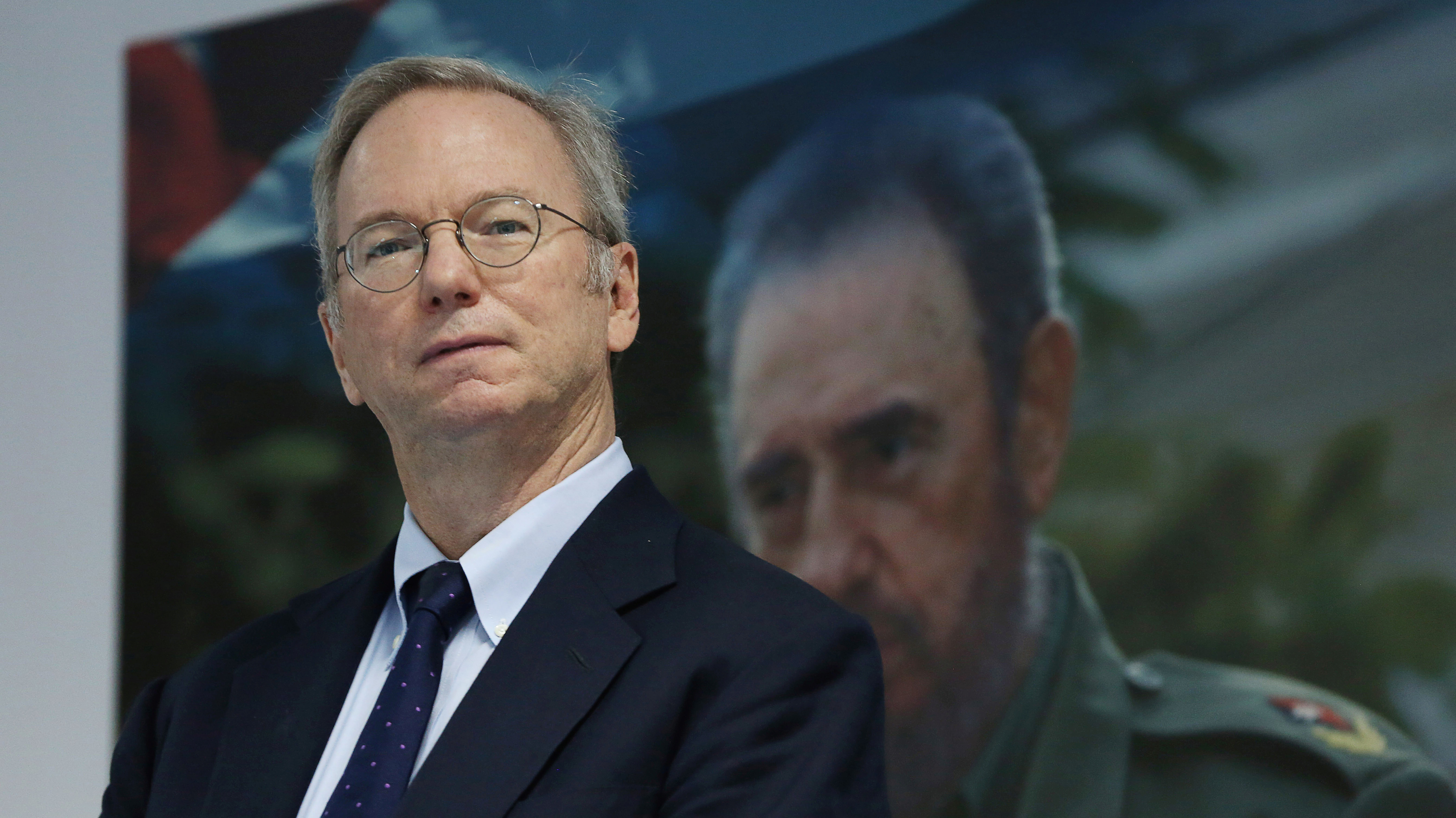 Eric Schmidt, chairman of Alphabet Inc. stands in front of a picture of former Cuba's President Fidel Castro before signing documents in Havana, Cuba, December 12, 2016. REUTERS/Alexandre Meneghini - RTX2UPLR