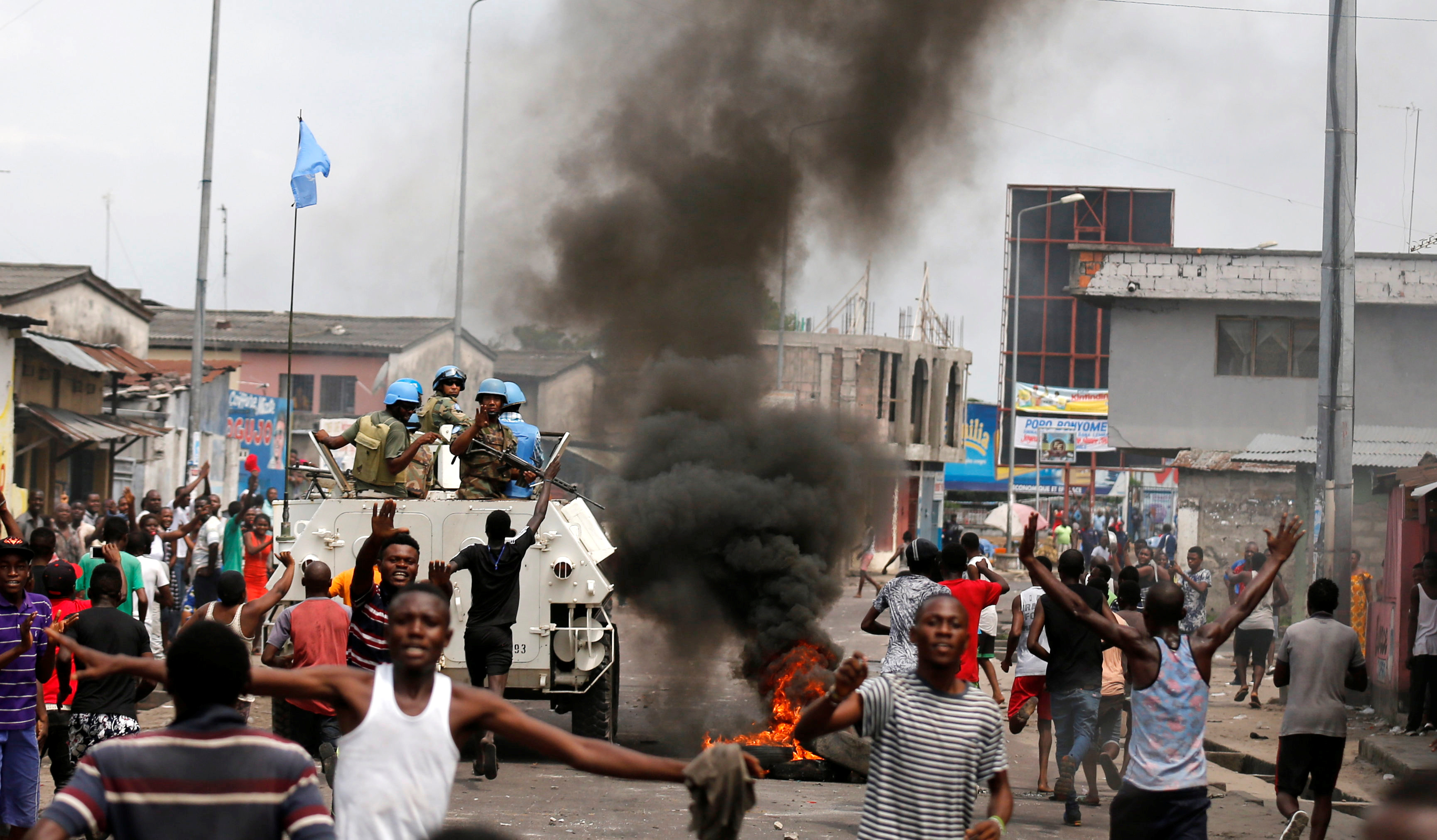 Residents chant slogans against Congolese President Joseph Kabila as peacekeepers serving in the United Nations Organization Stabilization Mission in the Democratic Republic of the Congo (MONUSCO) patrol during demonstrations in the streets of the Democratic Republic of Congo's capital Kinshasa, December 20, 2016. REUTERS/Thomas Mukoya - RTX2VU37