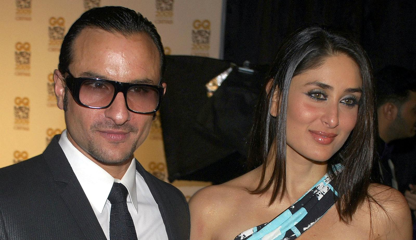 """Bollywood actors Saif Ali Khan (L) and Kareena Kapoor pose for a photograph during the """"GQ Men of the Year 2009"""" awards in Mumbai September 27, 2009. Picture taken September 27, 2009."""