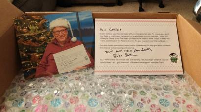 the gifts bill gates has given to redditors as a secret santa for the last four years