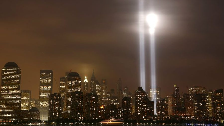 "The ""Tribute in Lights"" shines on the skyline of lower Manhattan as the sixth anniversary of the attacks on the World Trade Center is observed in New York, September 11, 2007. REUTERS/Gary Hershorn (UNITED STATES)"