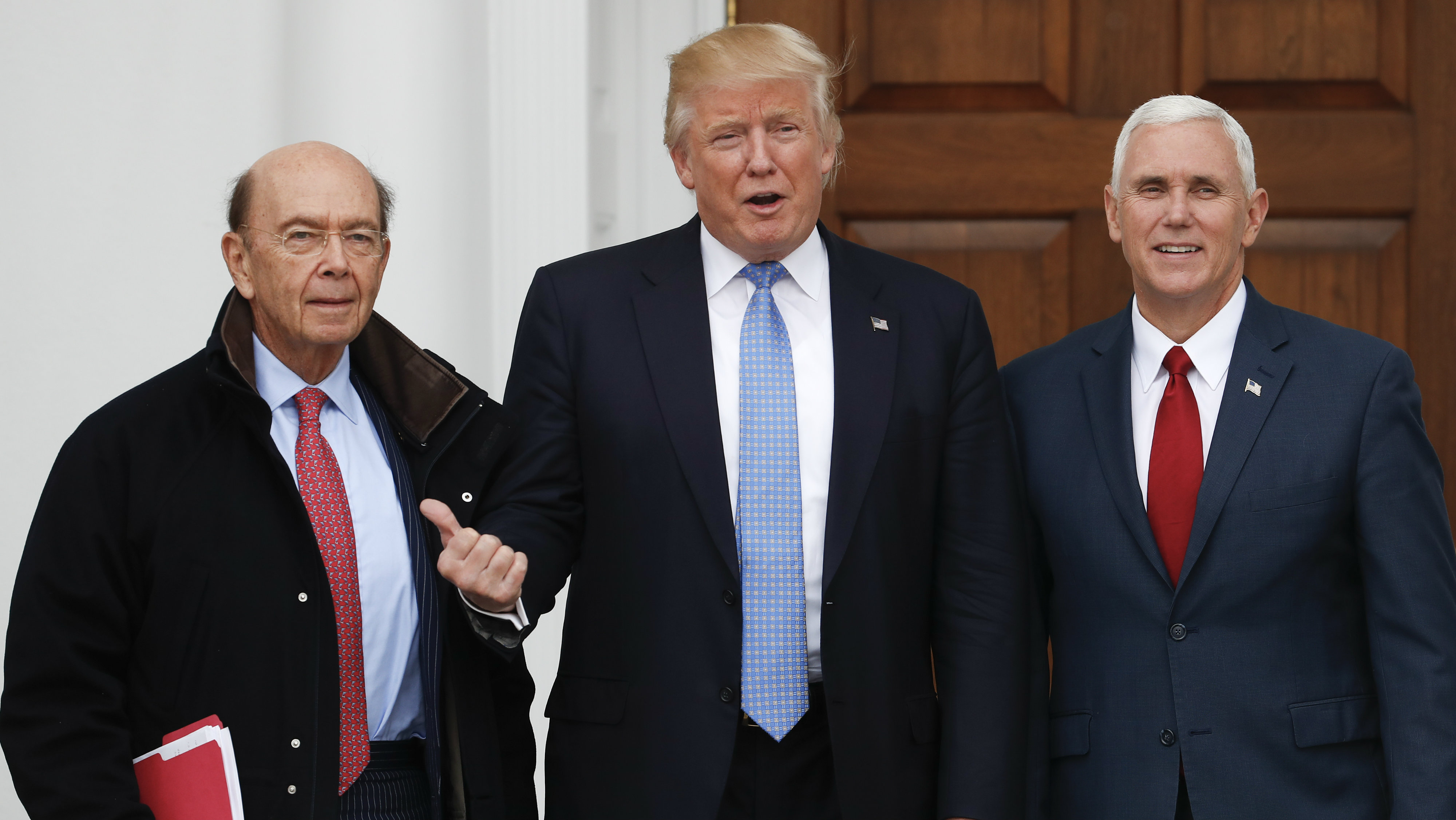 Donald Trump, with Mike Pence, pointing to Wilbur Ross Jr.