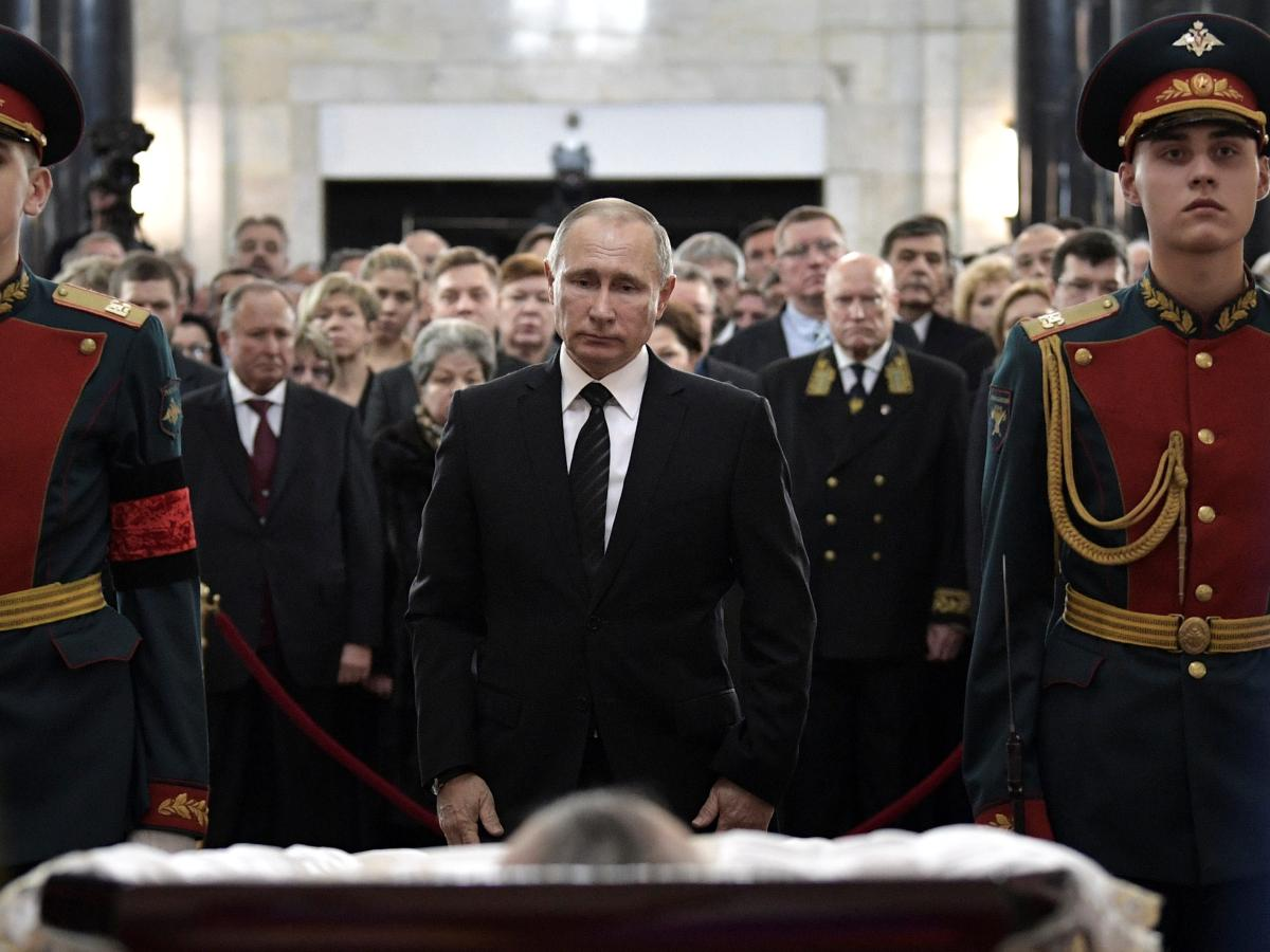 Vladimir Putin Attends Andrey Karlov S Funeral In A Cinematic Photo With A Political Message Quartz