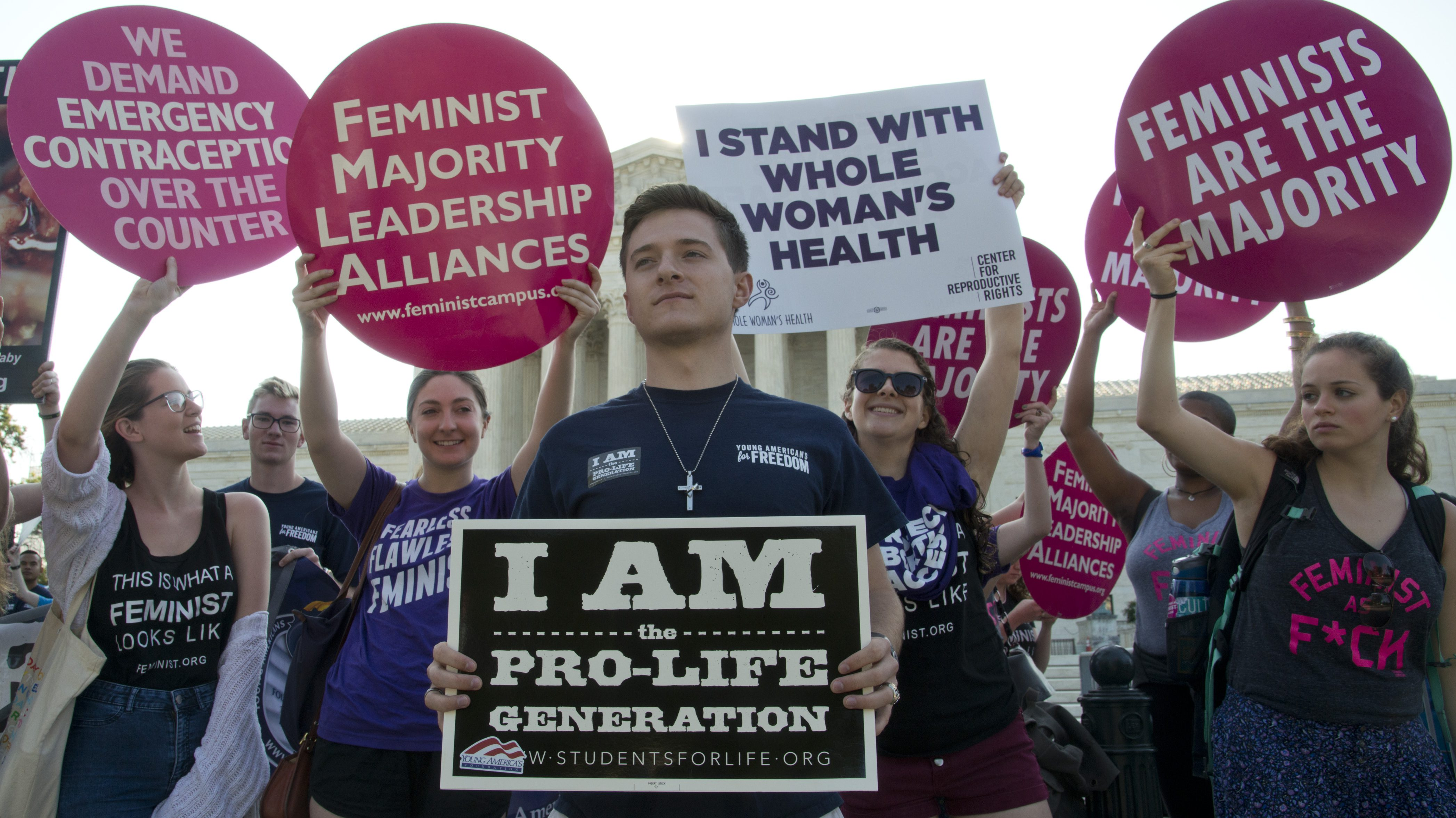 Washington, DC, June 27, 2016, USA-Pr0-Life and Pro-Choice advocates protest at the Supreme Court in Washington DC in anticipation of the Supreme Court 's ruling on free access to abortion.Credit: Patsy Lynch/MediaPunch/IPX