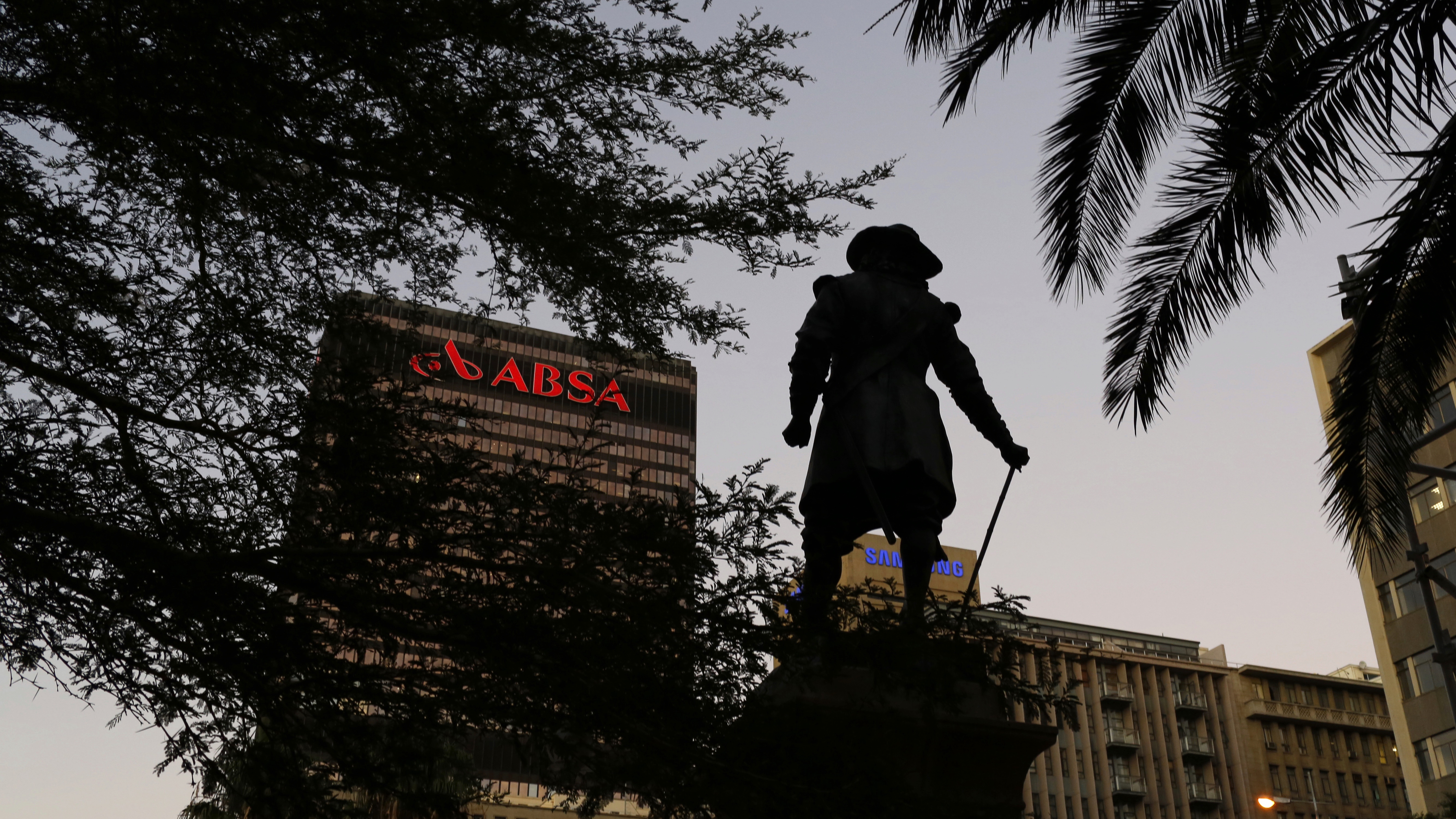 A statue of colonial Dutch governor Jan van Riebeeck stands before the headquarters of Barclay's South African subsidiary Absa bank in Cape Town, March 1, 2016.  Barclays Plc reported a 2 percent fall in full-year adjusted pre-tax profit on Tuesday and unveiled plans to simplify its UK & international operations to boost returns and cut costs, primarily by exiting its historic African business. REUTERS/Mike Hutchings - RTS8P82
