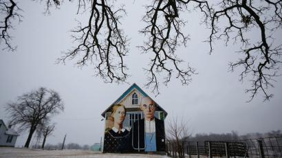 """A barn decorated with a mural inspired by Grant Wood's painting, """"American Gothic,"""" is seen in Mt. Vernon, Iowa, January 25, 2015. Artist Mark Benesh recreated the original which was painted by Grant Wood."""