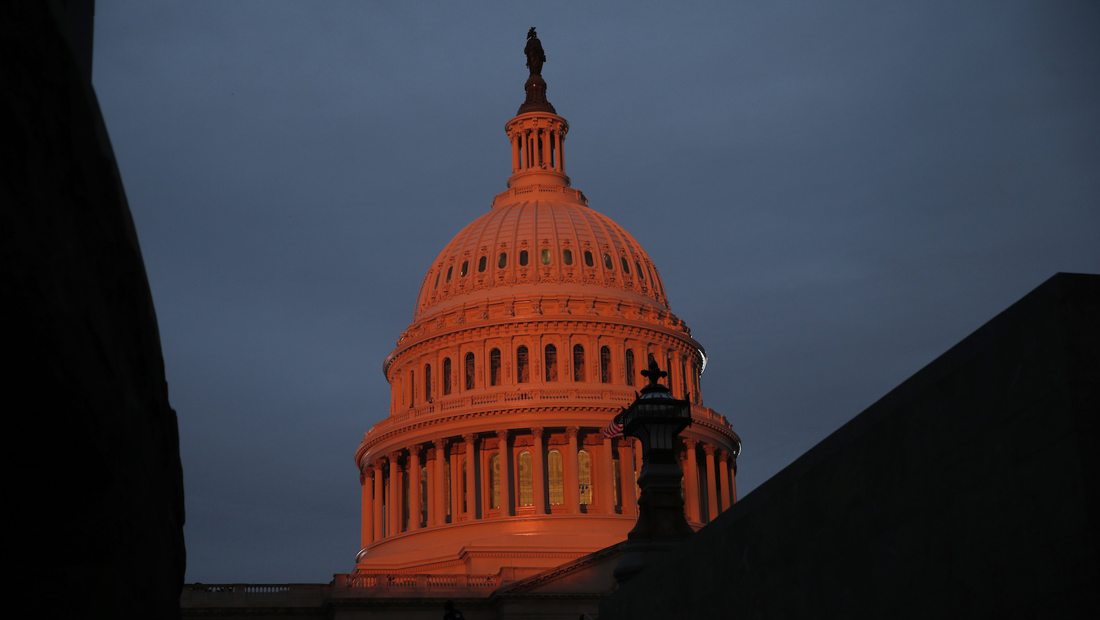The U.S. Capitol is bathed in morning light as dignitaries arrive for the presidential inauguration of President-elect Donald Trump in Washington, U.S., January 20, 2017. REUTERS/Mike Segar - RTSWHD2