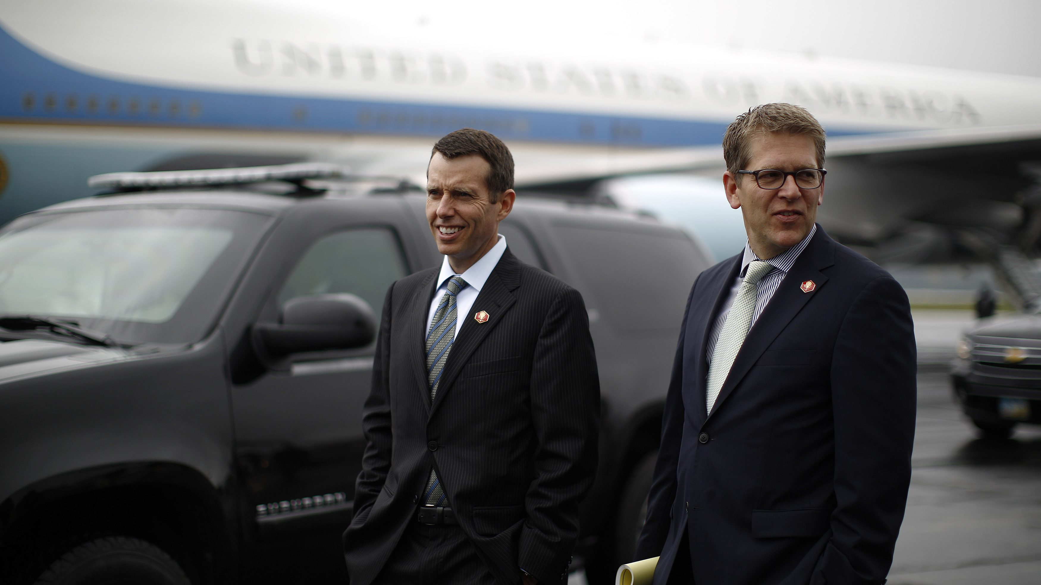 David Plouffe (L), senior advisor to U.S. President Barack Obama and White House Press Secretary Jay Carney are pictured upon their arrival in Swanton, Ohio, September 26, 2012. Obama is campaigning in Ohio on Wednesday.  REUTERS/Jason Reed  (UNITED STATES - Tags: POLITICS ELECTIONS USA PRESIDENTIAL ELECTION) - RTR38G69