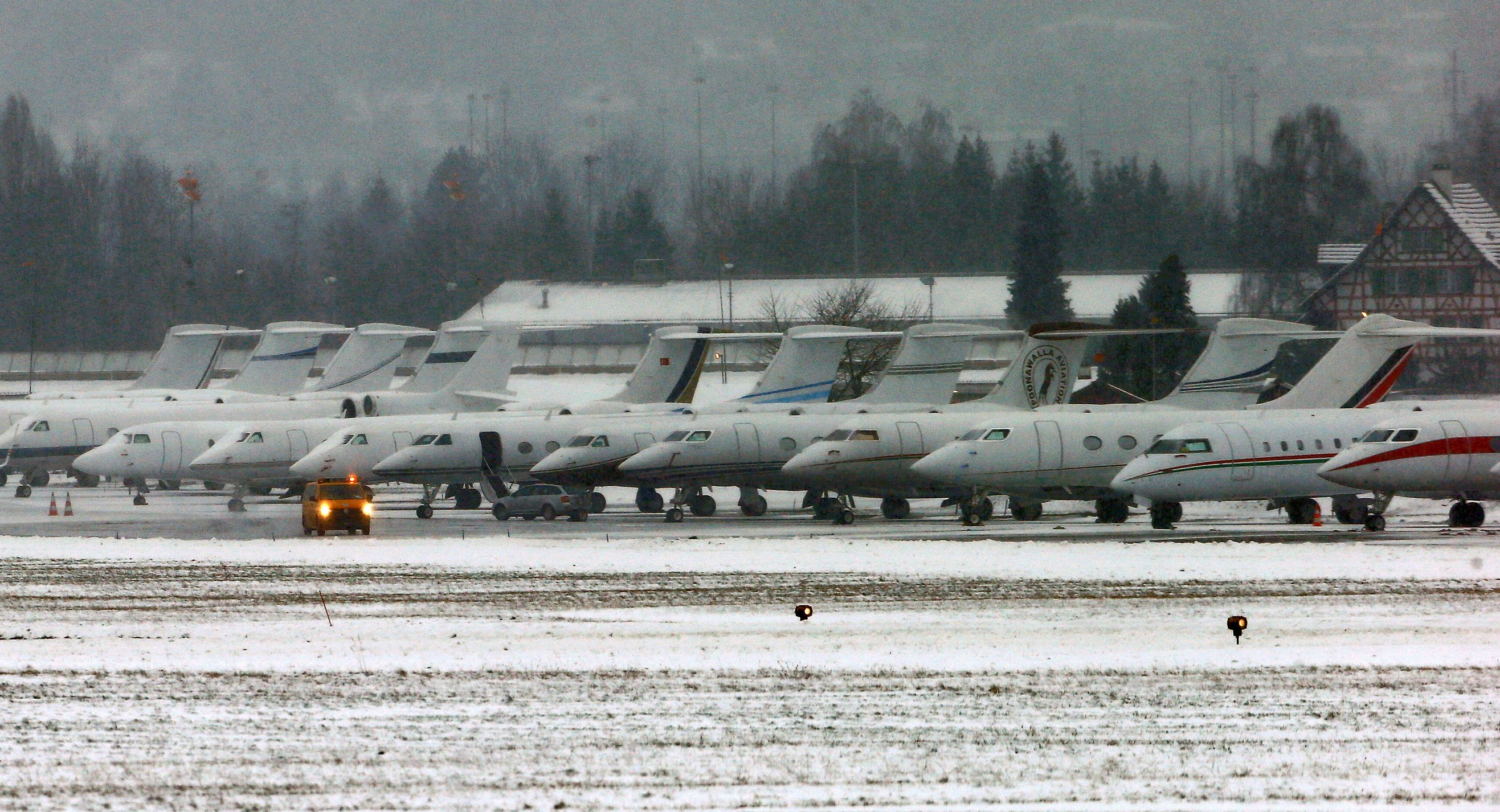Passenger jets are parked at the Swiss Air Force base, which is used for arrivals and departures of participants of the the annual meeting of the World Economic Forum (WEF) in Davos, in Duebendorf, Switzerland January 18, 2017. REUTERS/Arnd Wiegmann - RTSW12R