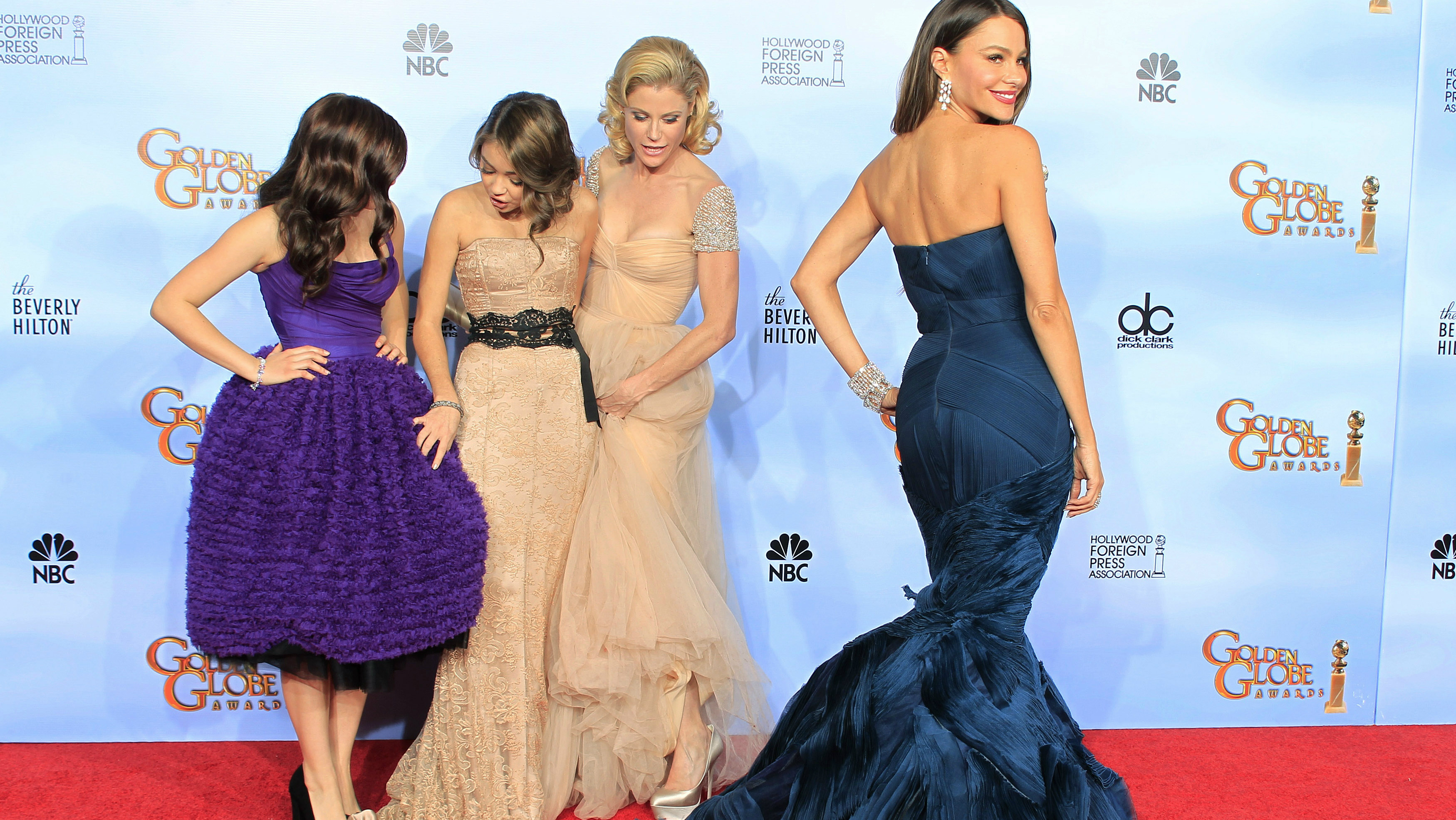 "Female cast members of ""Modern Family"" (L-R) Ariel Winter, Sarah Hyland, Julie Bowen and Sofia Vergara pose backstage at the 69th annual Golden Globe Awards in Beverly Hills, California, January 15, 2012. REUTERS/Lucy Nicholson (UNITED STATES - Tags: ENTERTAINMENT) (GOLDENGLOBES-BACKSTAGE)"