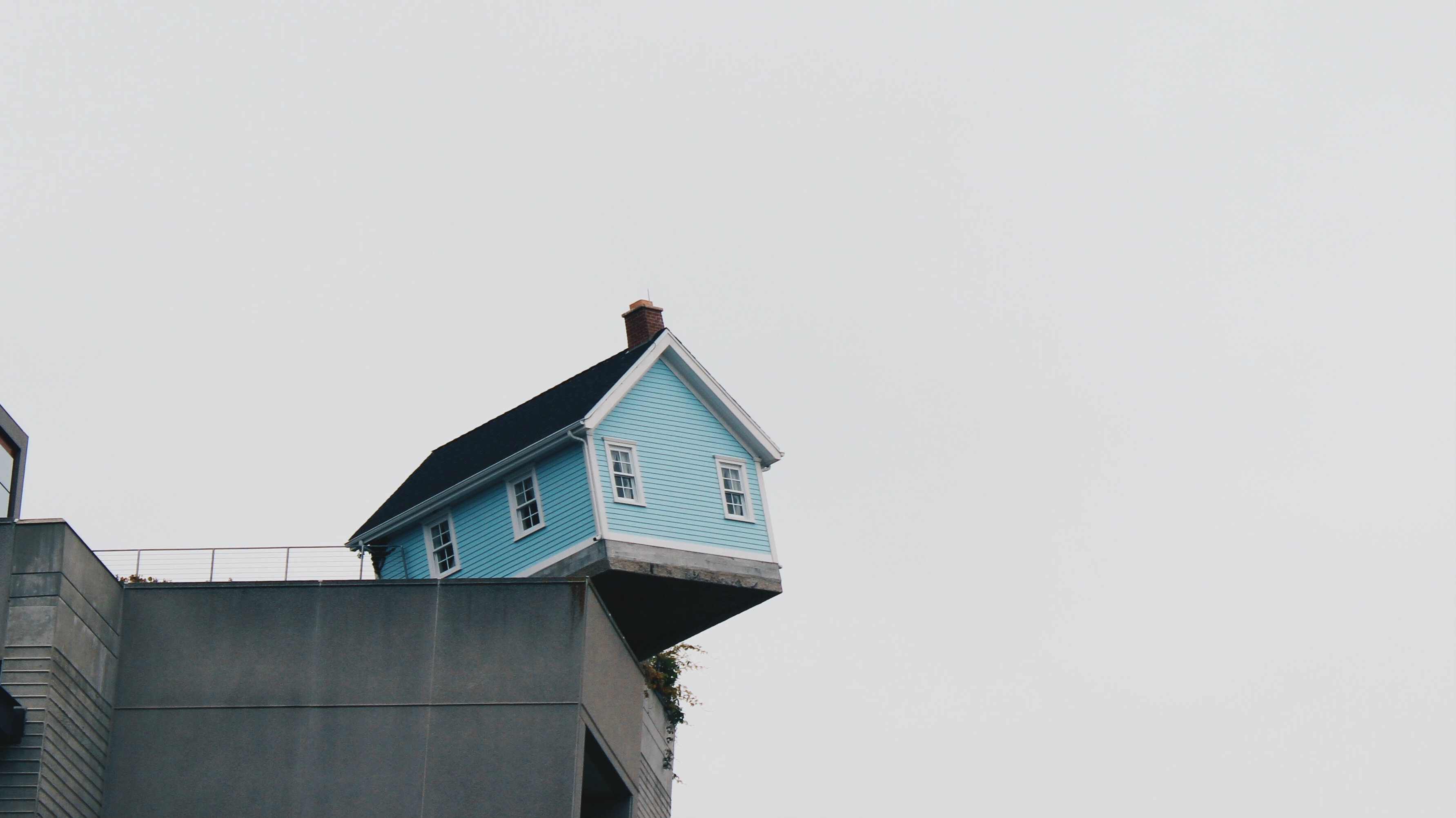 A house that is teetering on the edge of a building.