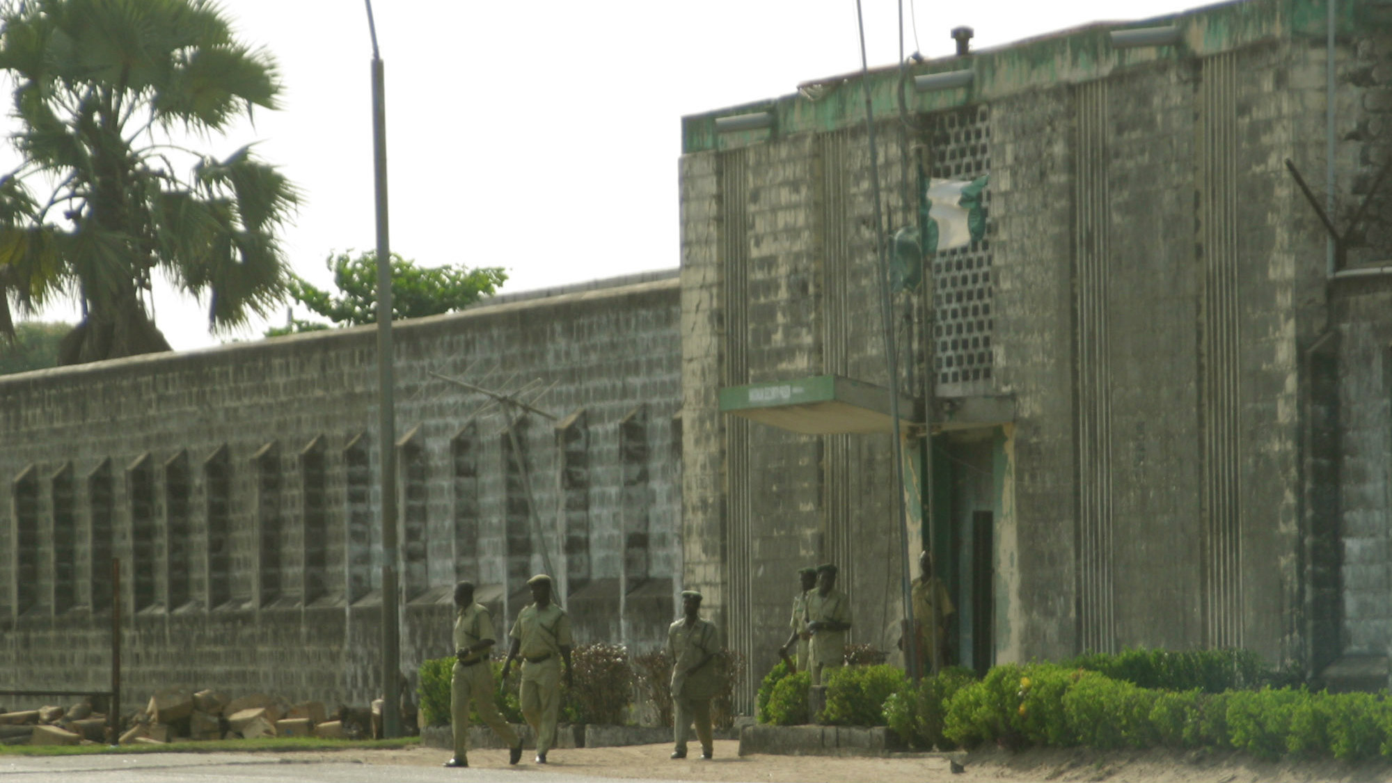 Nigerian Prinson officers walk out of the Kiriki Maximum security Prison in Lagos, Nigeria, Wednesday, 31, March, 2004.