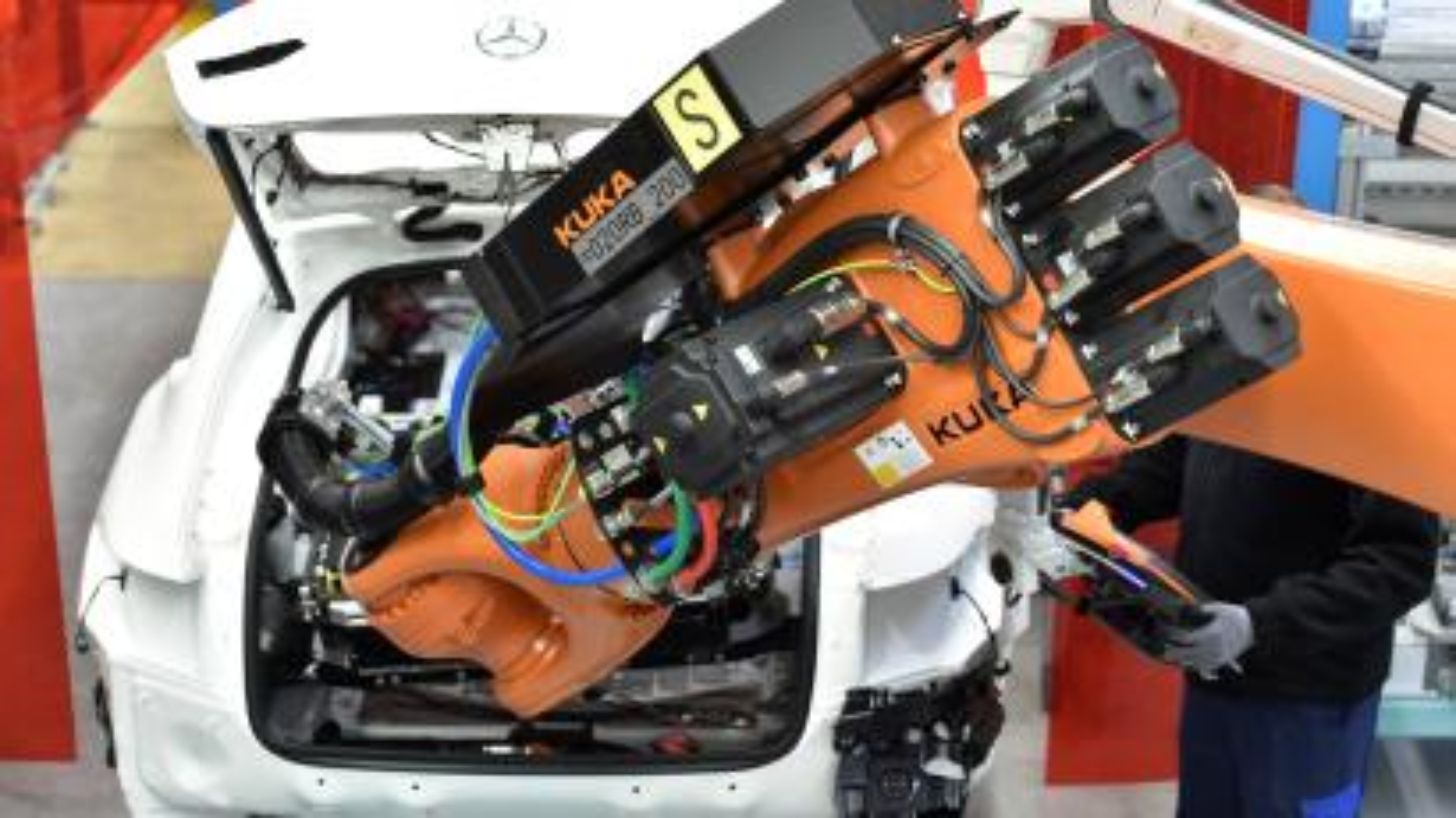 machine assembling car