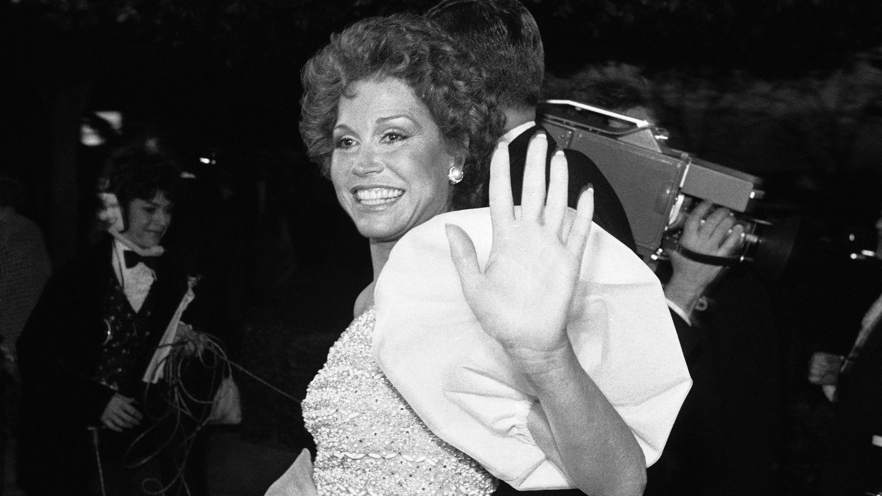 Actress Mary Tyler Moore walks past crowd outside the Los Angeles Music Center before the start of 53rd Academy Awards presentation, March 31, 1981. Ms. Moore is nominated for best actress for her work in ìOrdinary People.î (AP Photo)
