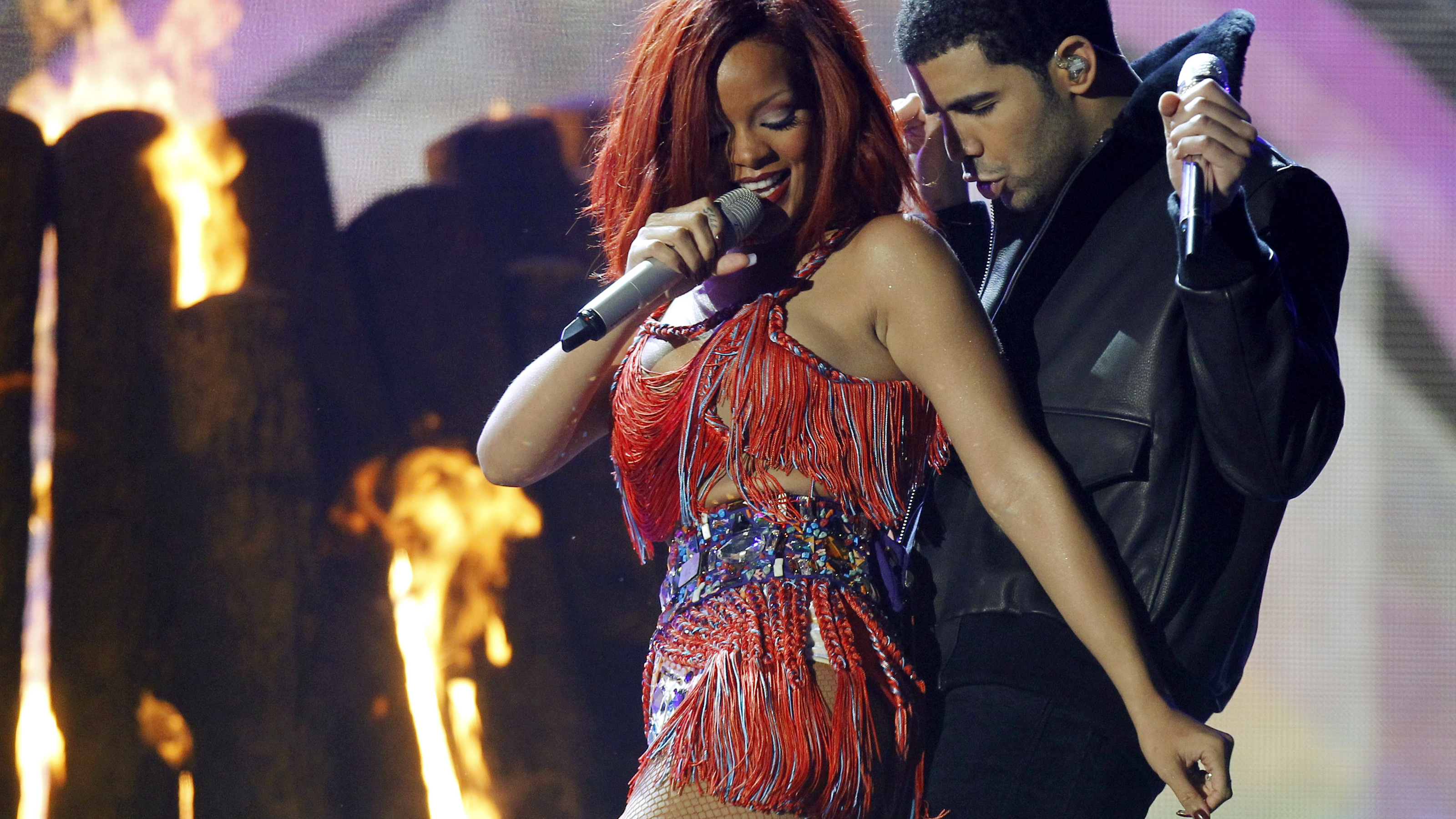 Drake and Rihanna perform 'What's My Name' at the 53rd annual Grammy Awards in Los Angeles, California February 13, 2011.    REUTERS/Lucy Nicholson (UNITED STATES - Tags: ENTERTAINMENT) (GRAMMYS-SHOW) - RTR2IKKY