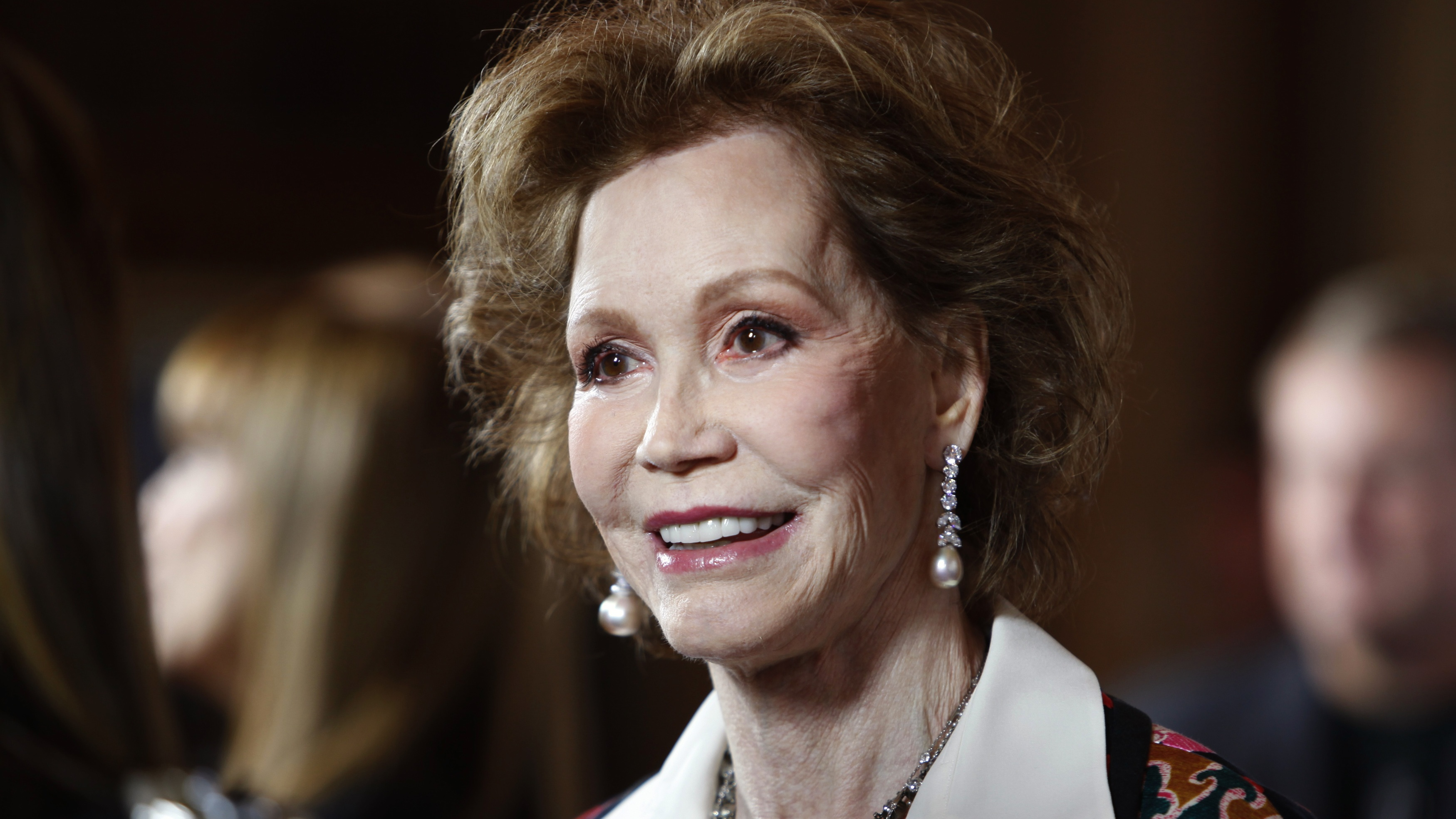 """Actress Mary Tyler Moore arrives for the taping of """"Betty White's 90th Birthday: A Tribute to America's Golden Girl"""" in Los Angeles January 8, 2012. REUTERS/Sam Mircovich"""