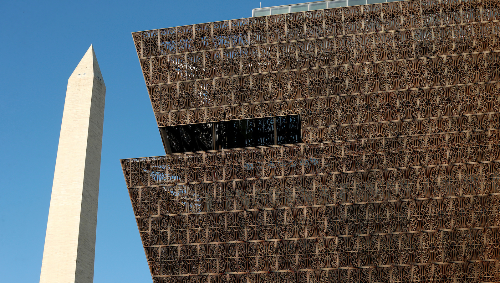 The Washington Monument rises behind the National Museum of African American History and Culture on the National Mall in Washington September 14, 2016. The museum is holding a media preview today ahead of its opening day on September 24.  REUTERS/Kevin Lamarque - RTSNPZJ