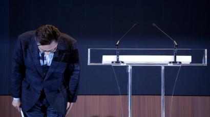 Koh Dong-jin, president of Samsung Electronics' Mobile Communications Business, bows during a news conference at its headquarters in Seoul, South Korea