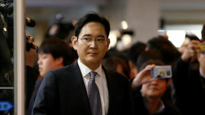 Samsung Electronics vice chairman Jay Y. Lee arrives to attend a hearing at the National Assembly in Seoul, South Korea