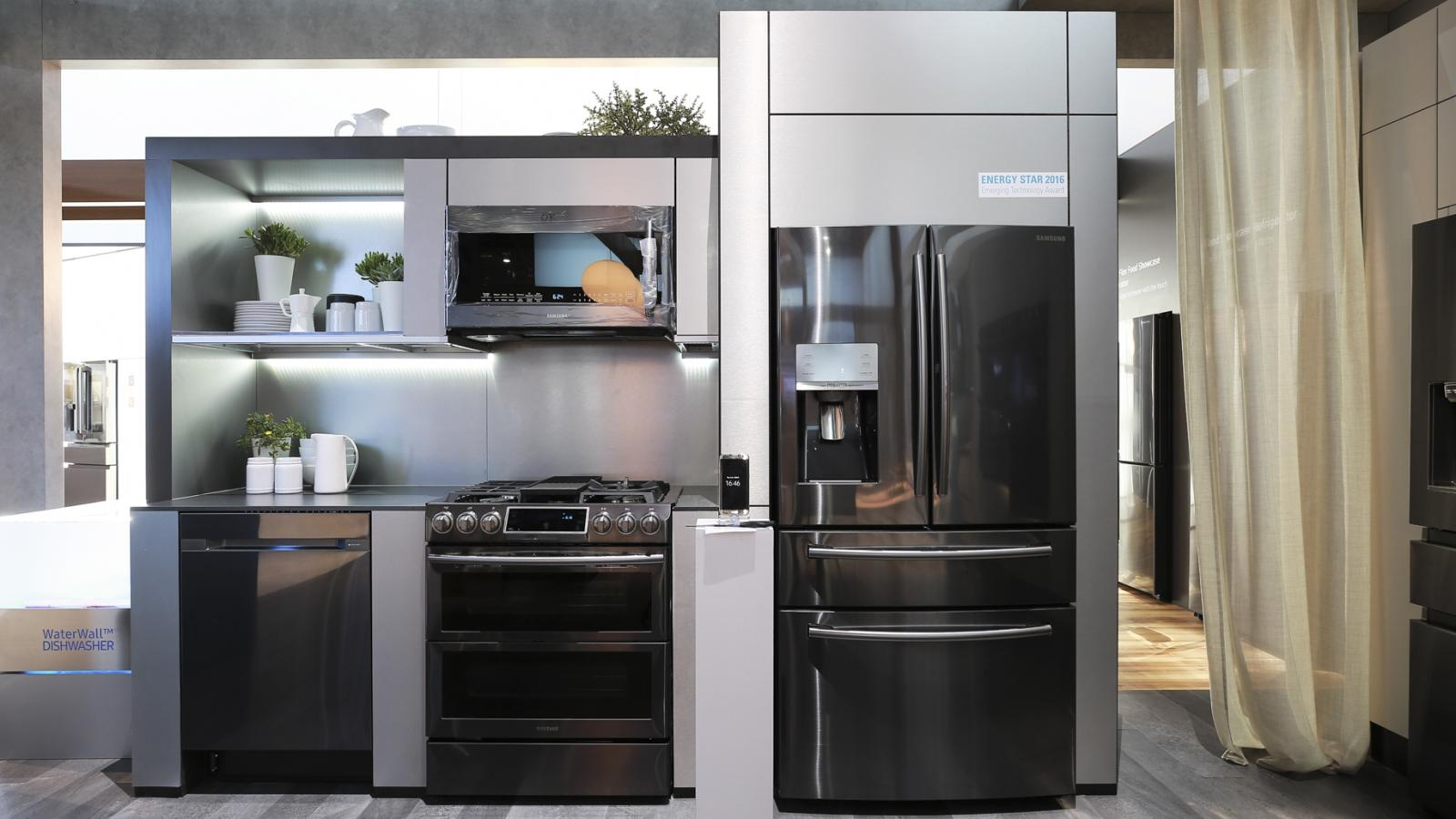 Samsung Wants To Make Its Fridges Tvs Smartphones And Other Devices Conduits For Controlling Your Smart Home Quartz