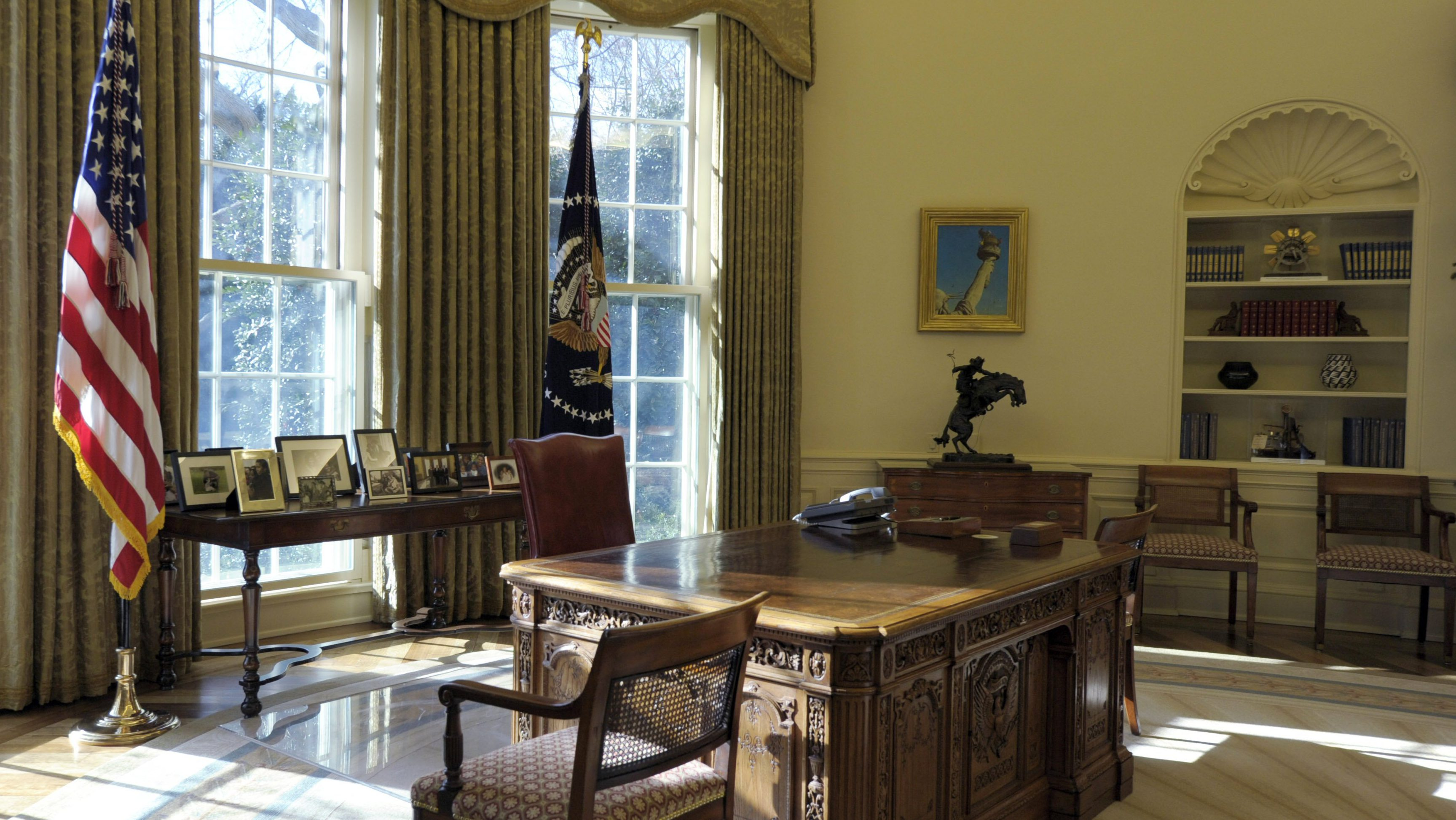 President Barack Obama's Oval Office at the White House in Washington, Tuesday, Dec.  29, 2009.