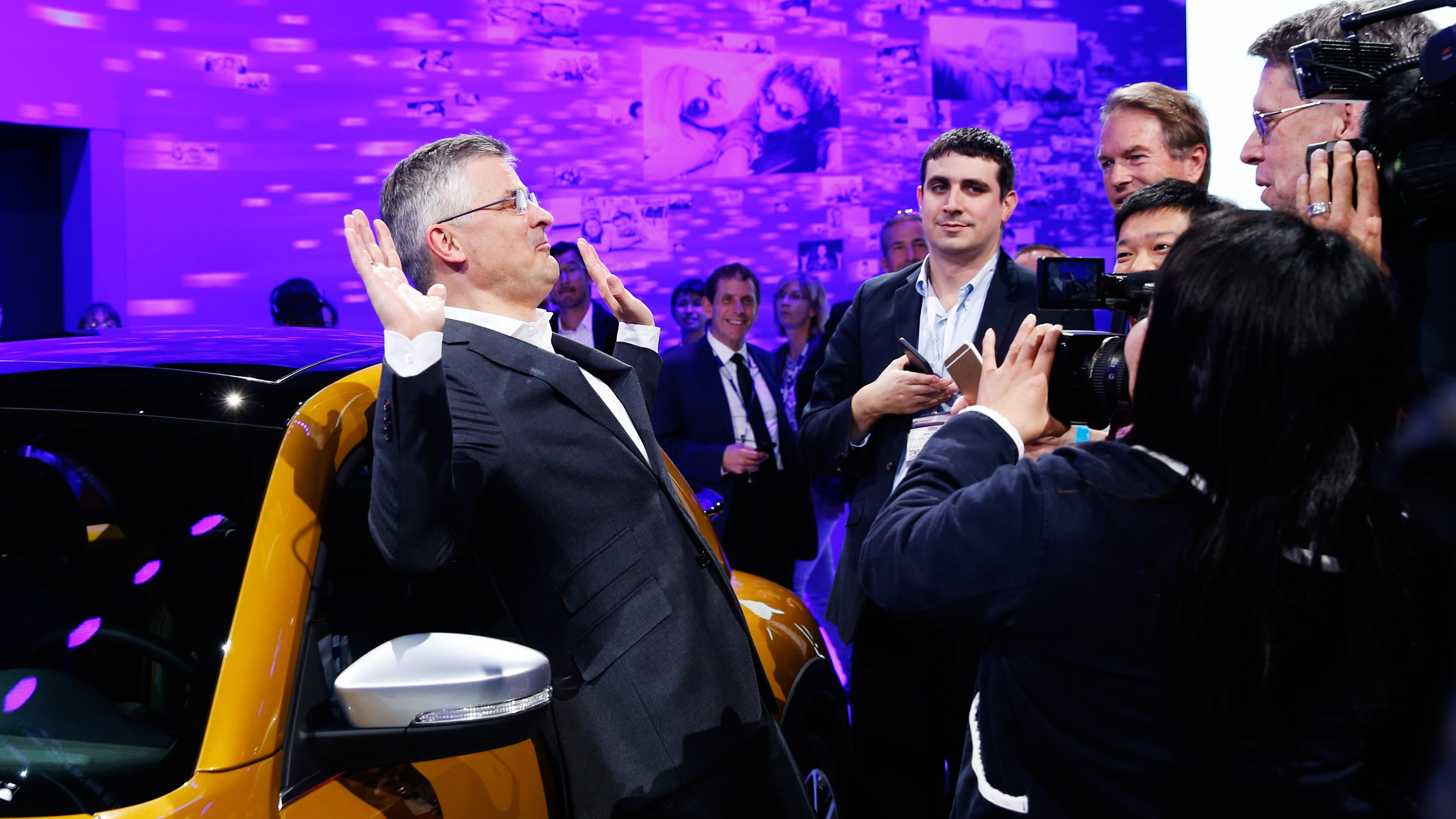 Michael Horn, President and CEO of Volkswagen America, reacts to being mobbed by the media after he apologized for the Volkswagen diesel scandal at the LA Auto Show in Los Angeles, California, United States November 18, 2015