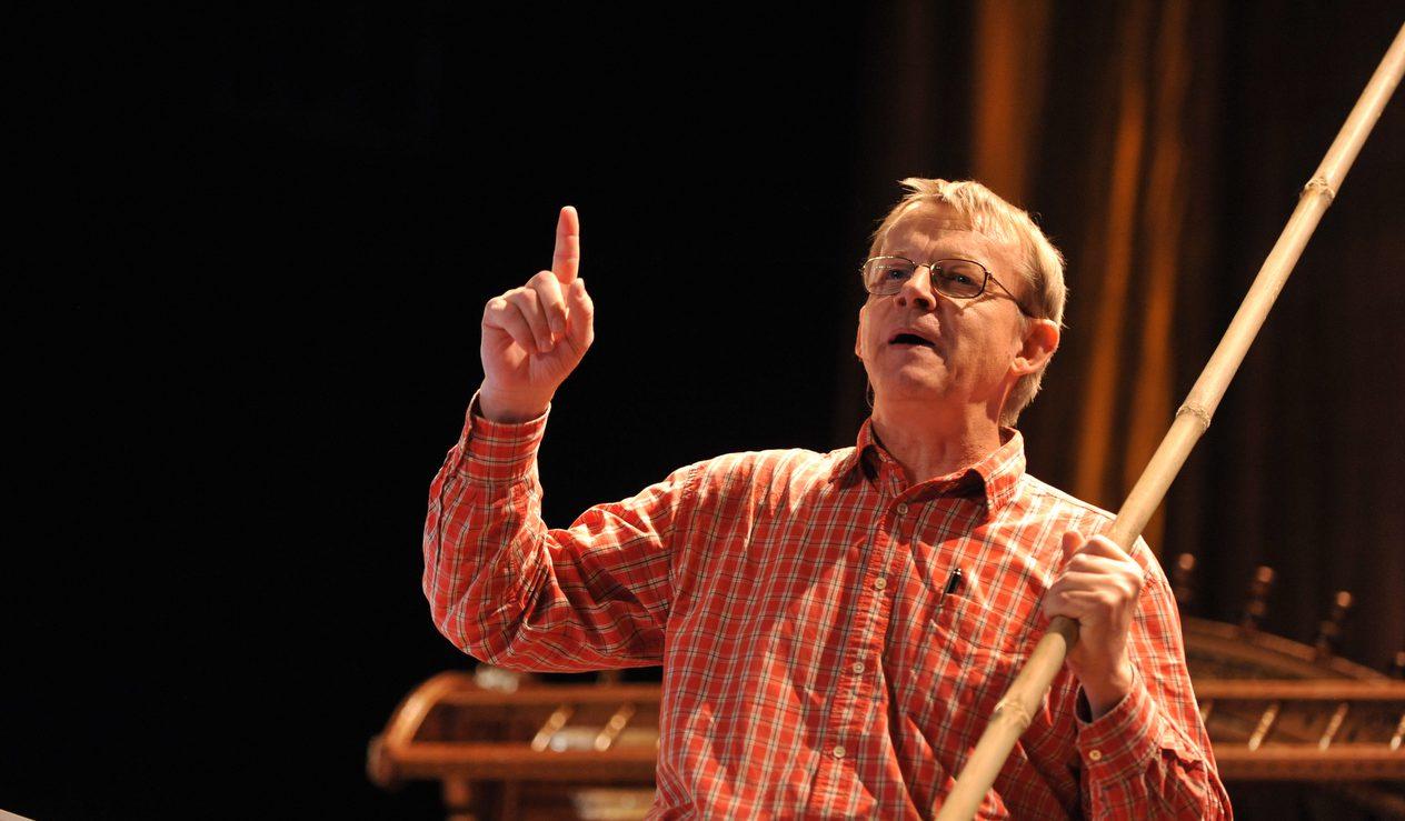 "Hans Rosling at TEDIndia, Session 1, ""Fast Forward,"" November 5, 2009, in Mysore, India. Credit: TED / James Duncan Davidson"