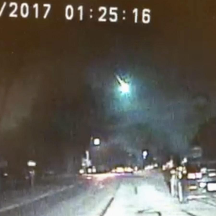 A meteor became a fireball over Chicago area, captured by