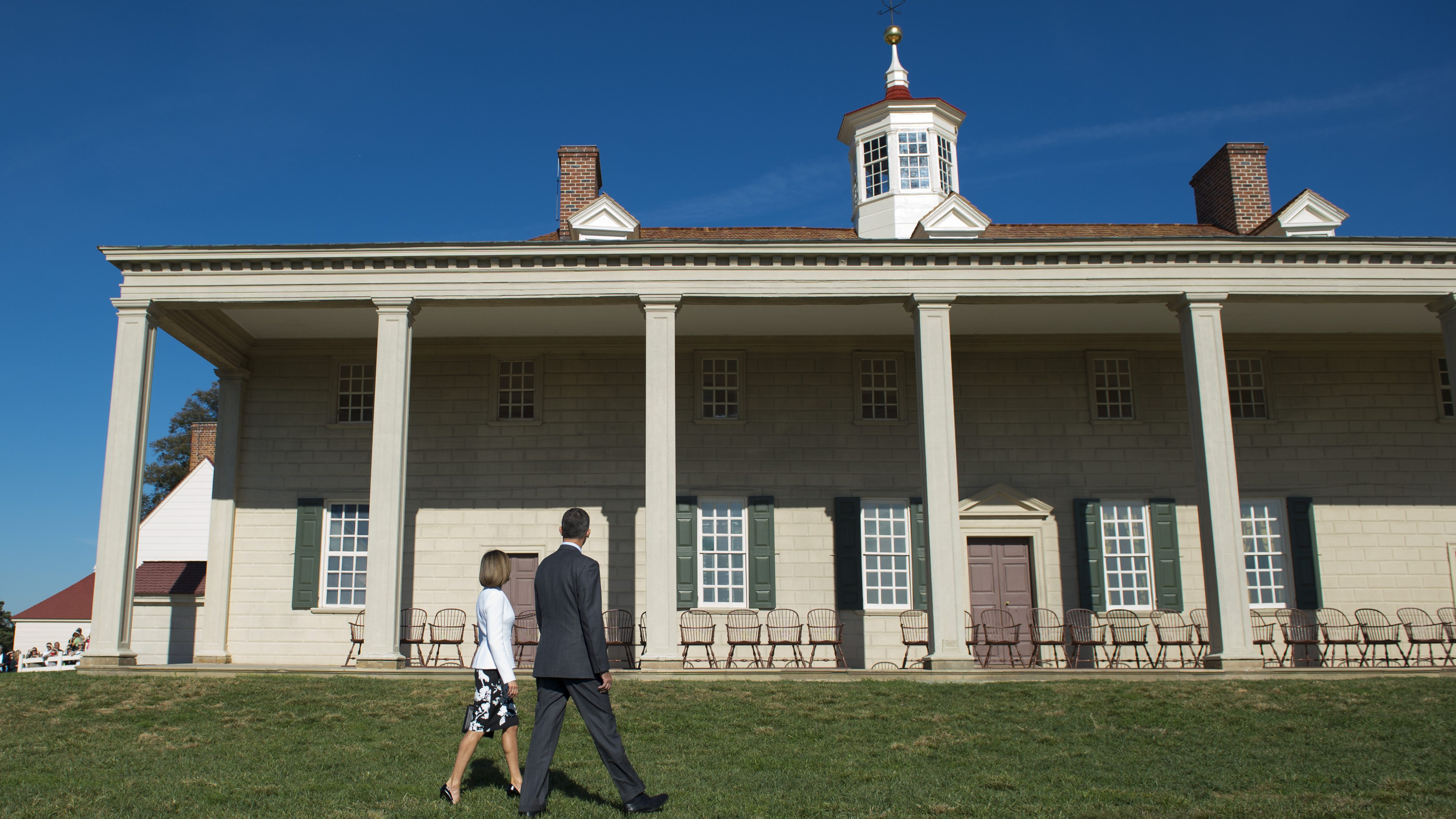Spain's King Felipe VI and Queen Letizia visit George Washington's Mount Vernon, Va., home, Tuesday, Sept. 15, 2015,  where they laid a wreath at the tomb of George and Martha Washington and toured George Washington's Mansion.  Queen Letizia of Spain celebrates her 43rd birthday Tuesday.  (AP Photo/Molly Riley)