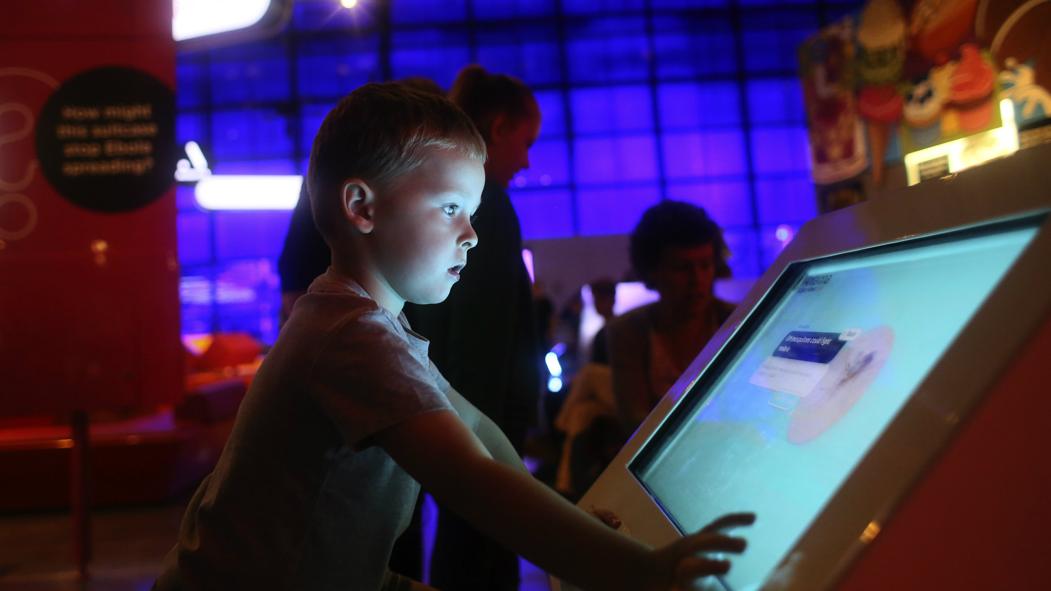 Alfie Latimer (4) from Dubai looks at an exhibit in the Science Museum, London August 4, 2015. London's Science Museum, and Natural History Museum are first and second most Googled Museums in the world according to London and Partners. The same research claims London is also the most Googled city in the world for art galleries, performing arts and innovative art and design. REUTERS/Paul Hackett TPX IMAGES OF THE DAY