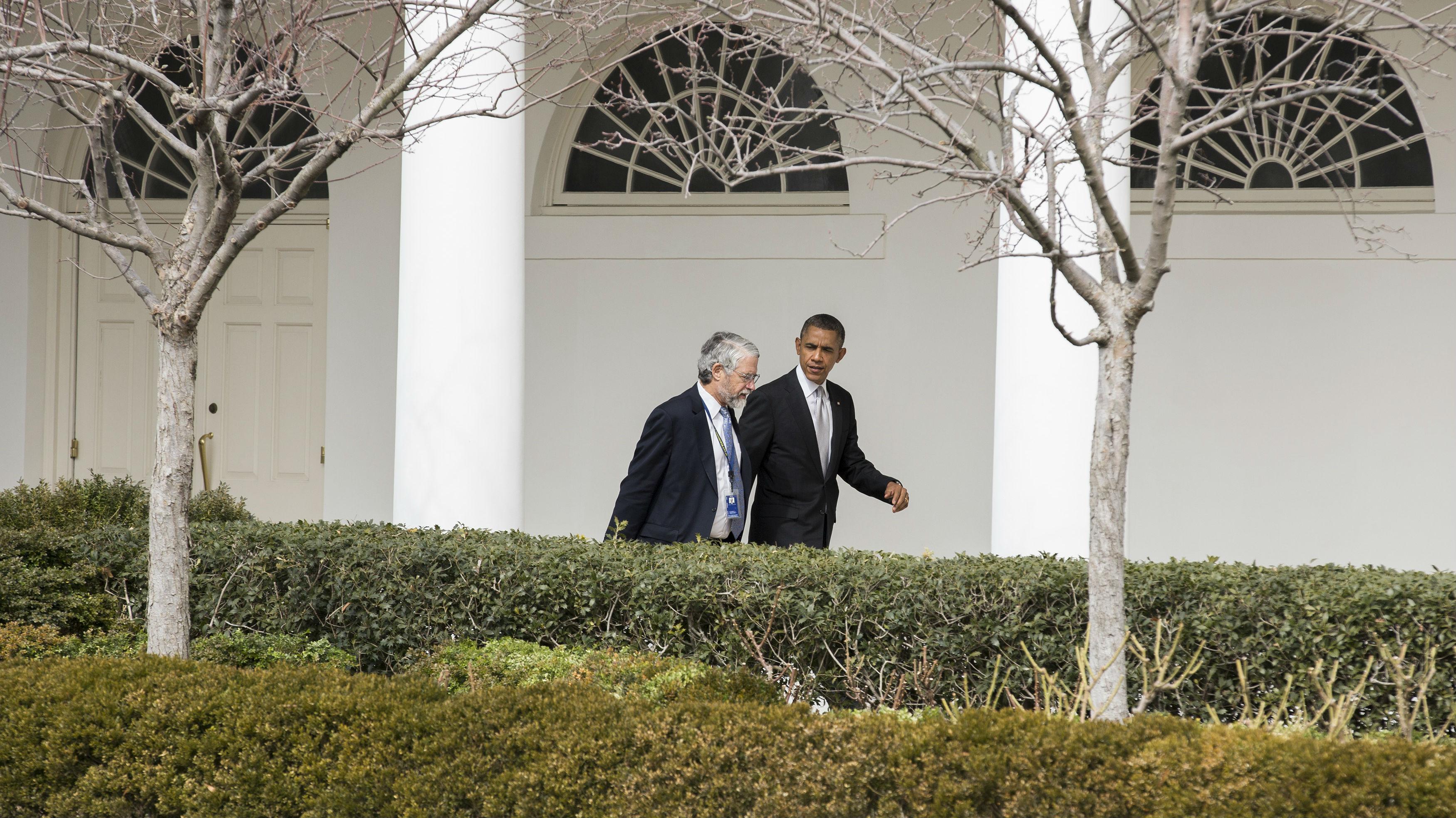 Former US president Barack Obama and his science advisor John Holdern walking at the White House