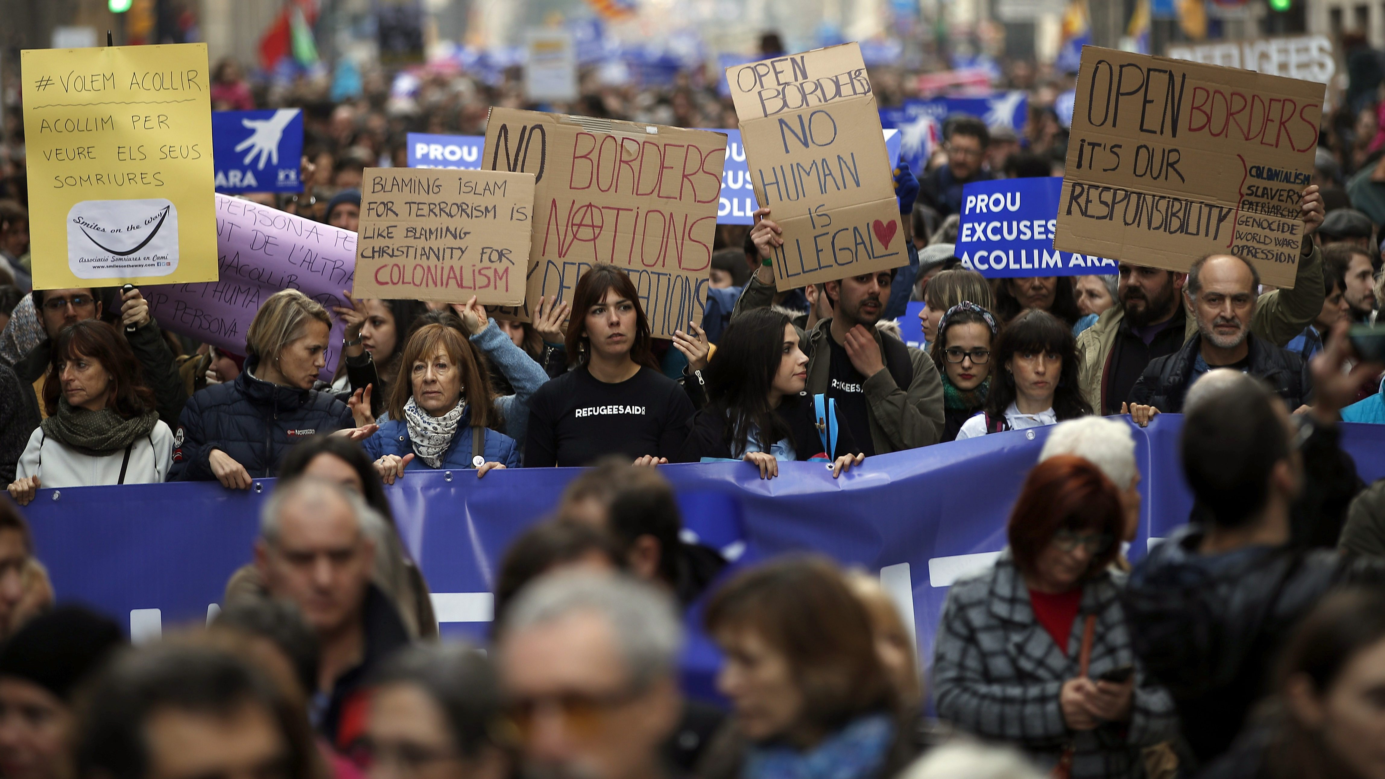 Protestors in Spain demand the government take in more refugees