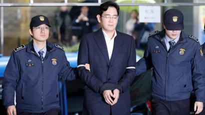 Samsung Group chief, Jay Y. Lee arrives at the office of the independent counsel team in Seoul, South Korea