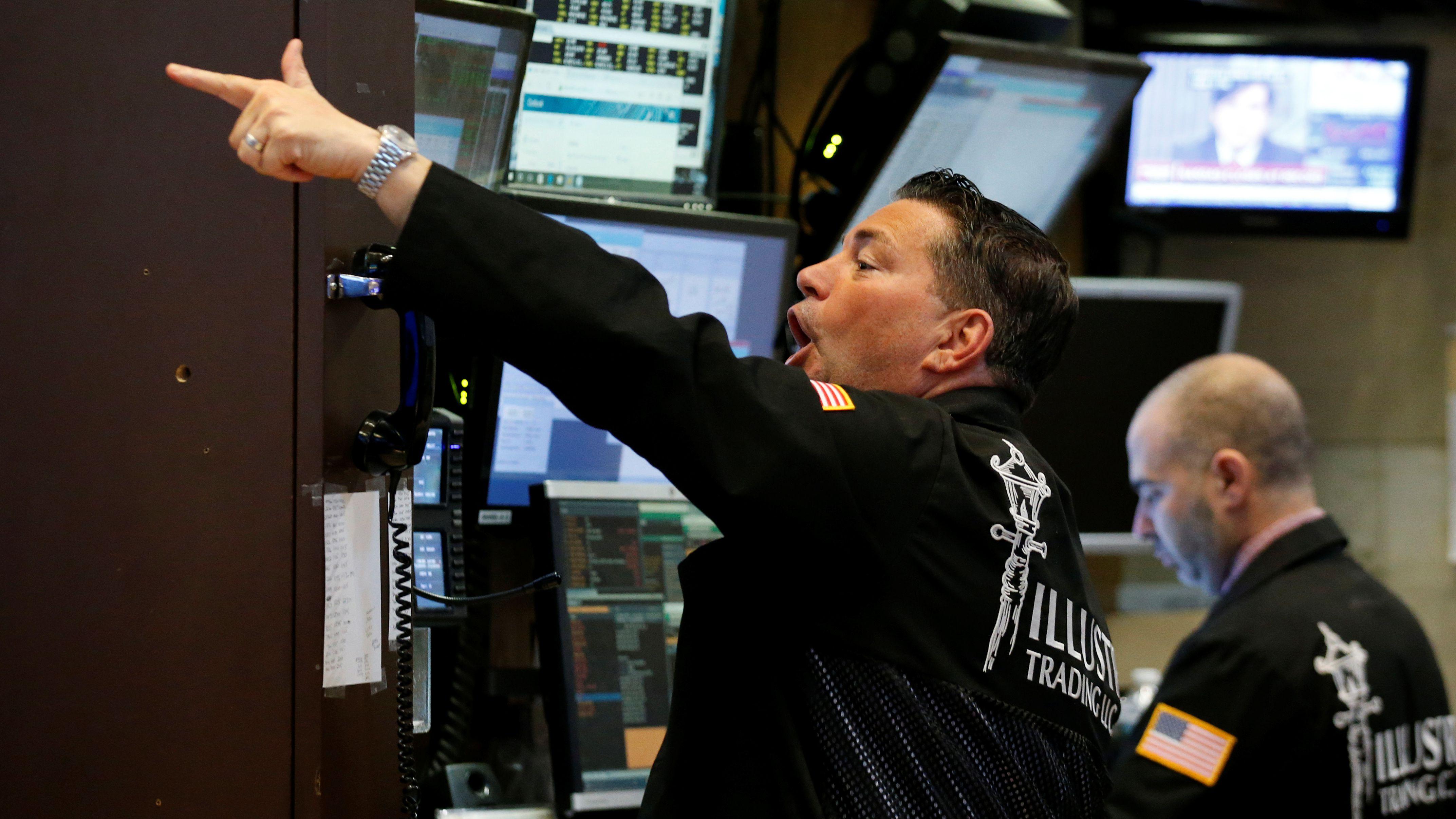Traders work on the floor of the New York Stock Exchange (NYSE) in New York, U.S., February 7, 2017. REUTERS/Brendan McDermid