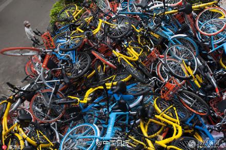 Bikes being piled up in Shenzhen's Xiashan Park on Jan. 16, 2017.