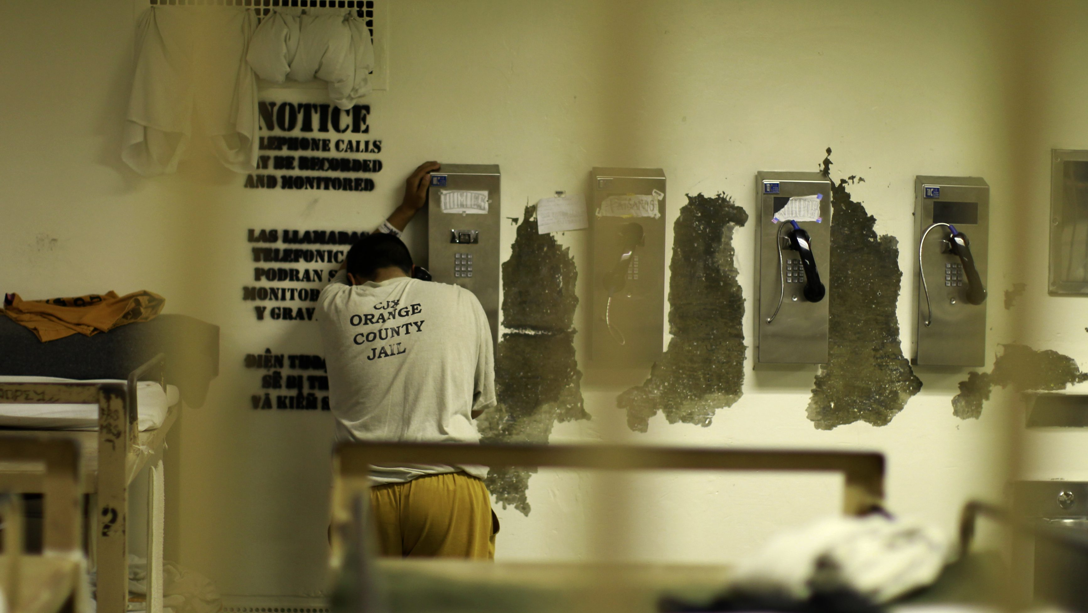 An inmate makes a phone call from his cell at the Orange County jail in Santa Ana, California, May 24, 2011. The U.S. Supreme Court upheld on Monday an order that California reduce its overcrowded prisons by some 40,000 inmates to fix longtime problems with inadequate medical and mental health care. Officials plan to move low-level offenders to county jails.  REUTERS/Lucy Nicholson (UNITED STATES - Tags: SOCIETY CRIME LAW IMAGES OF THE DAY) - RTR2MUOG