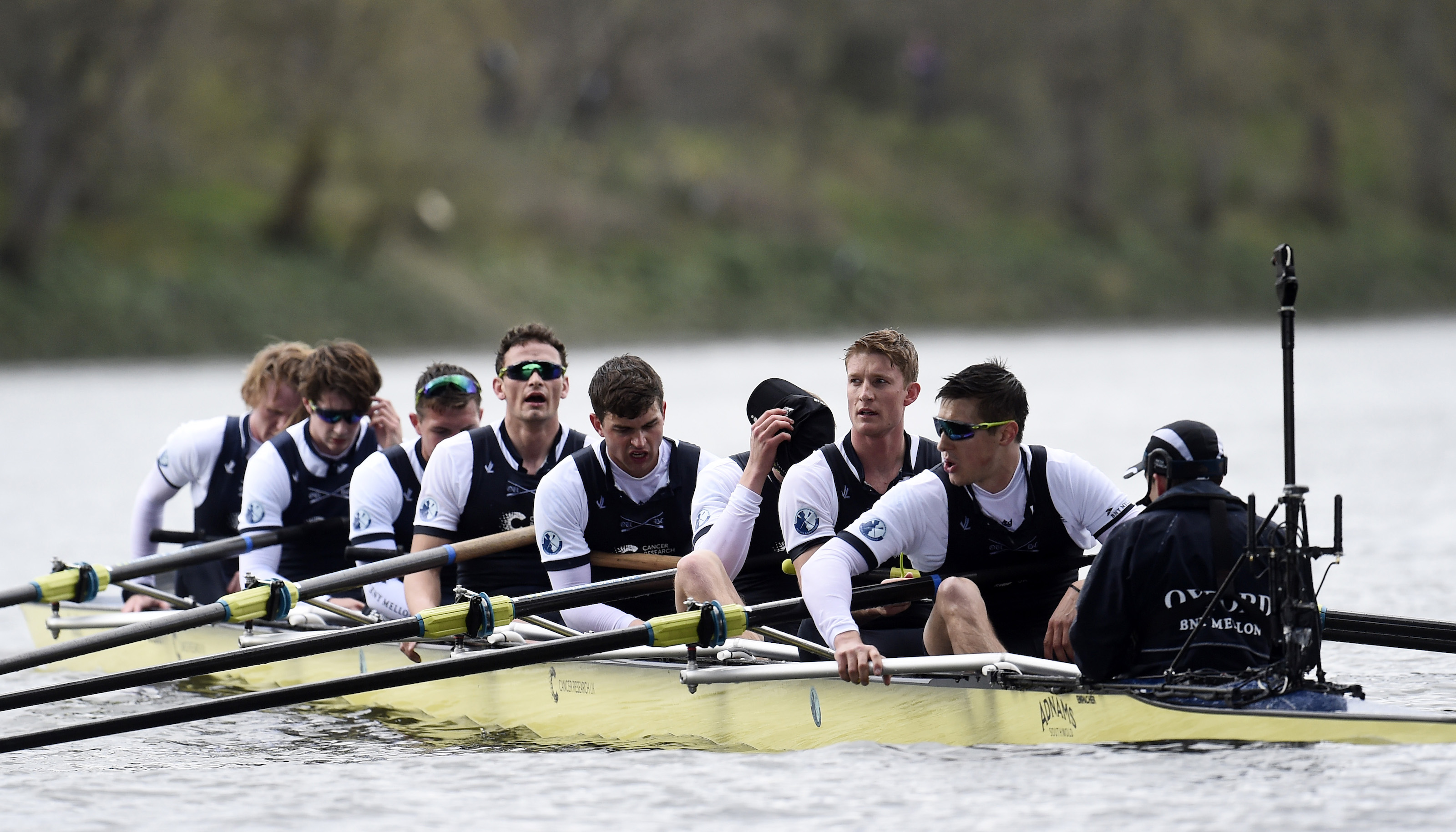 Rowing - BNY Mellon 2016 Oxford v Cambridge University Boat Race - River Thames, London - 27/3/16 The Oxford crew look dejected after the Men's Race  Reuters / Toby Melville Livepic EDITORIAL USE ONLY. - RTSCEZH
