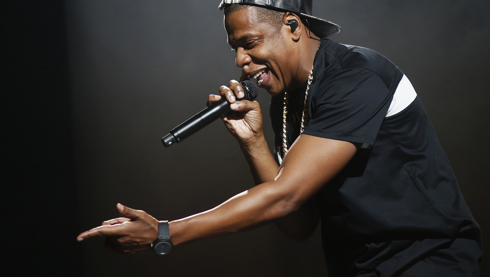 American rapper Jay-Z performs at Bercy stadium in Paris, October 17, 2013. REUTERS/Benoit Tessier/File Photo - RTSPPZD