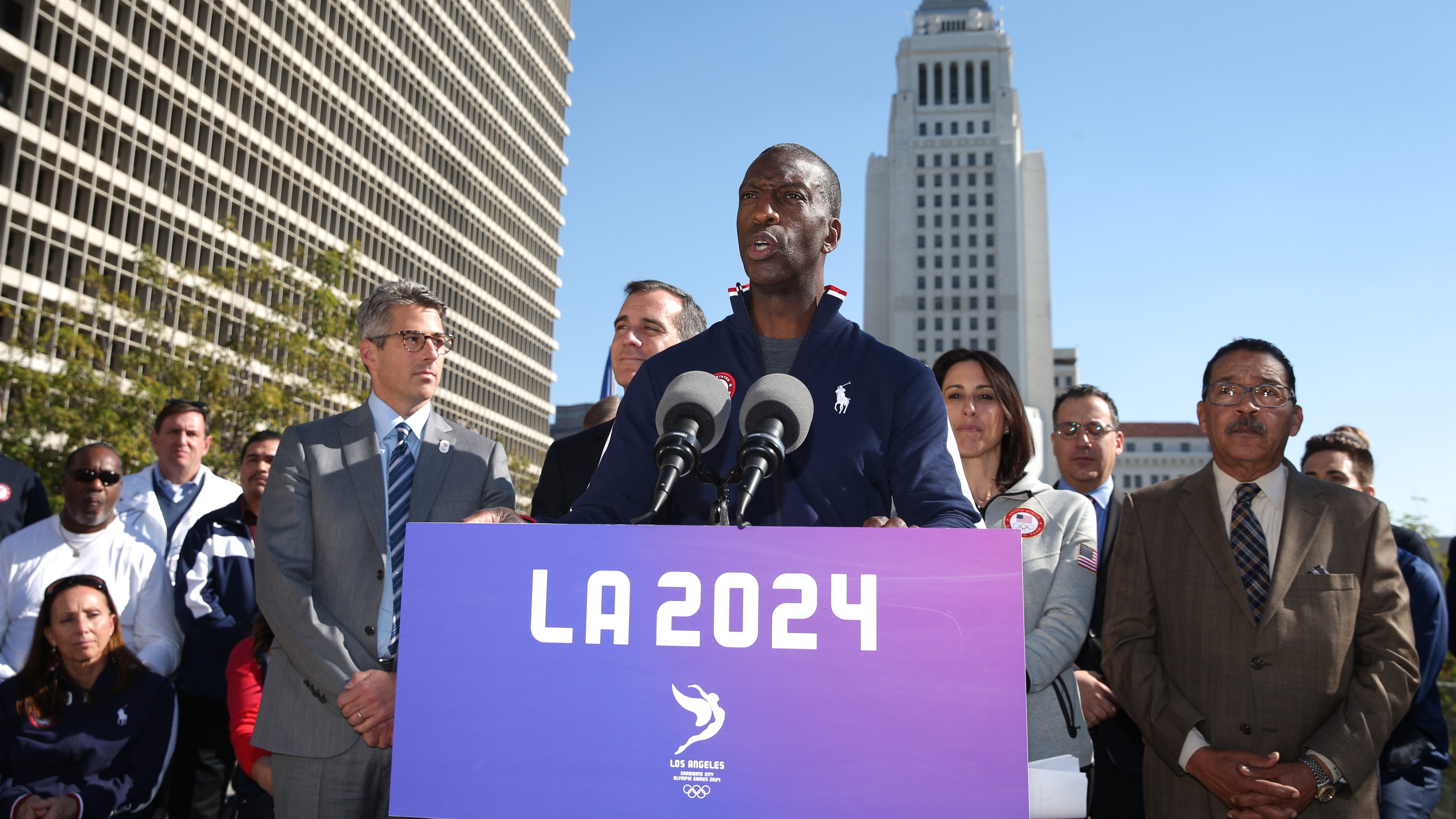 Former Olympic sprinter Michael Johnson speaks at a news conference to annouce the city's final approval to bid for the 2024 Olympic Games, in Los Angeles, California, U.S., January 25, 2017.  REUTERS/Lucy Nicholson - RTSXDHP
