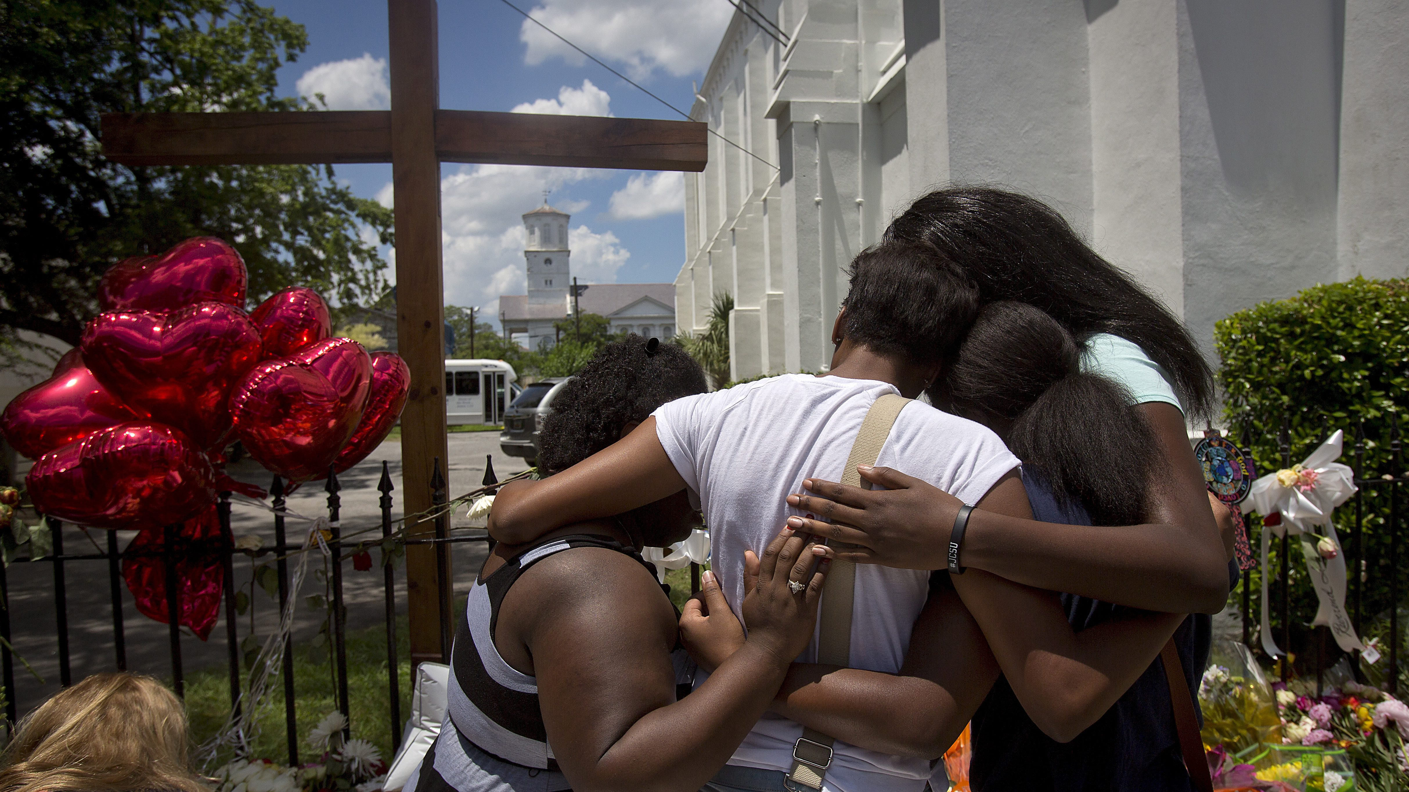 where a mass shooting took place, in Charleston, South Carolina June 20, 2015. Mourners arrived in Charleston from around the United States on Saturday to pay their respects to nine black churchgoers killed in the attack this week, with services planned throughout the day ahead of a rally in the state capital later in the evening. REUTERS/Carlo Allegri      TPX IMAGES OF THE DAY      - RTX1HEJM