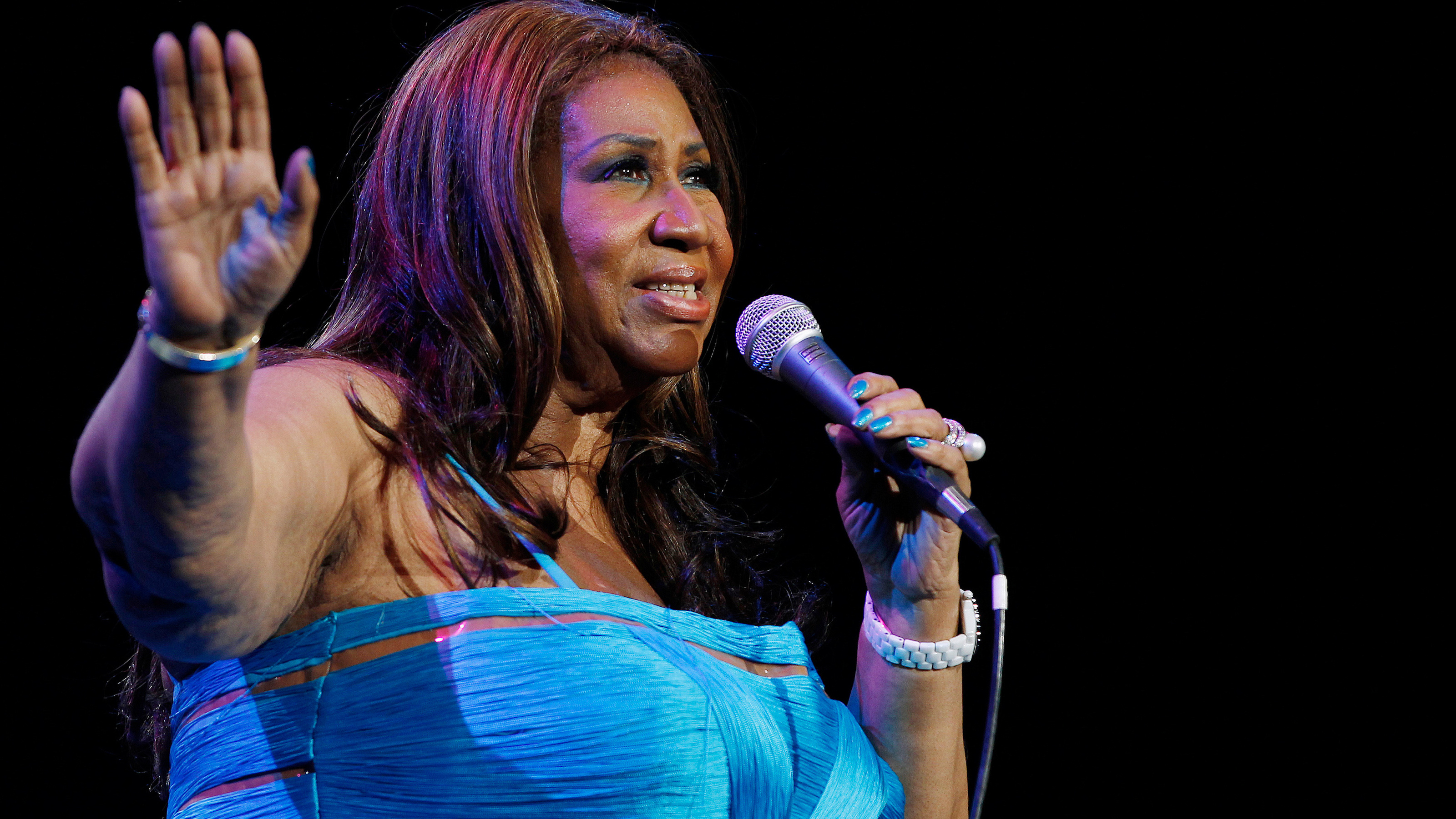 FILE PHOTO -- Aretha Franklin performs at Radio City Music Hall in New York February 17, 2012. REUTERS/Shannon Stapleton/File Photo - RTX30B8M