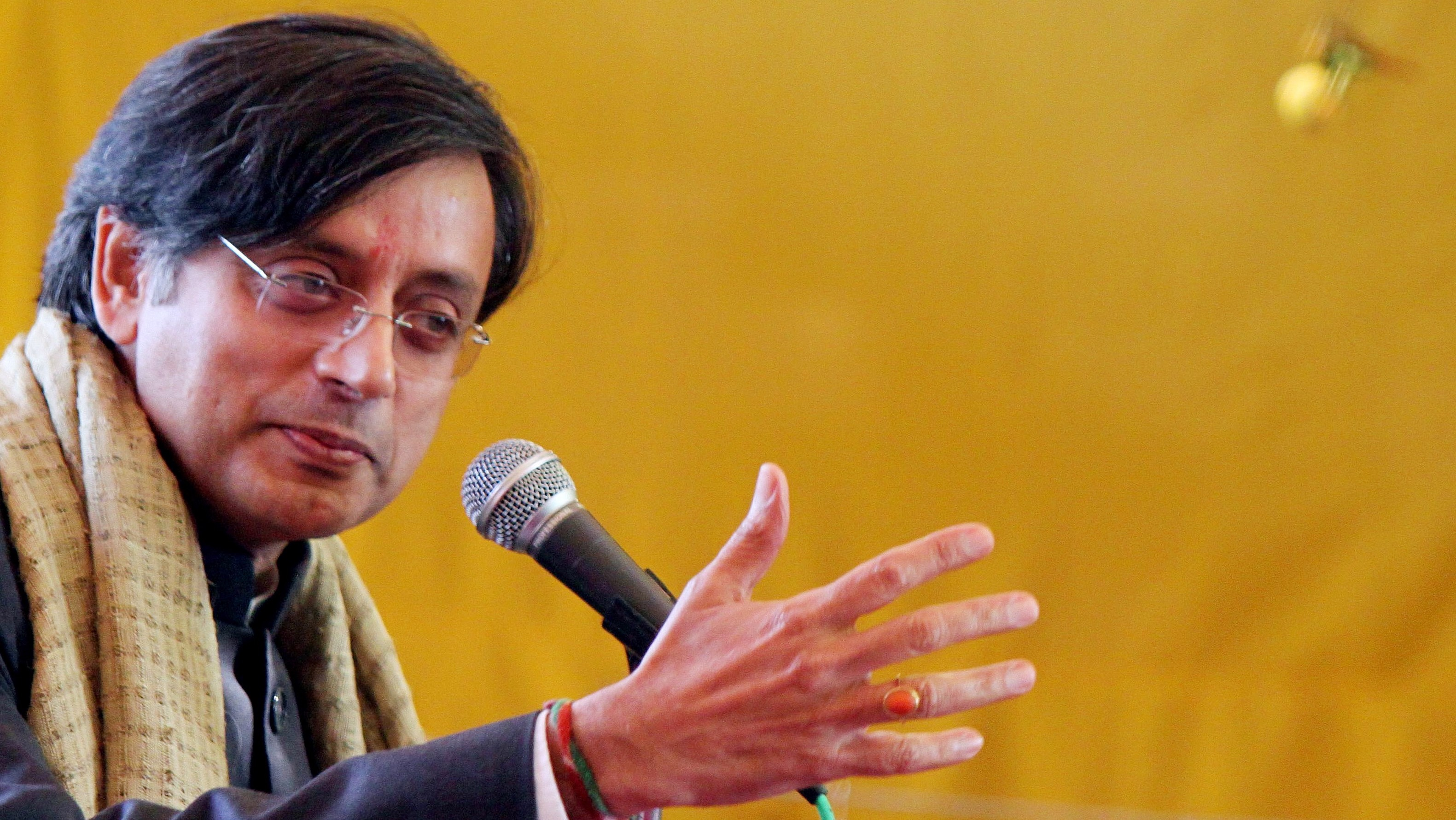 epa01976902 Indian minister of state Shashi Tharoor addresses during the inauguration of crafts bazaar in New Delhi, India on 30 December 2009.  The annual craft bazaar exhibiting exquisite crafts and cultural features of various Indian states is organized in Dilli Haat. The Dilli Haat provides the ambience of a traditional Rural Haat or village market.  EPA/ANINDITO MUKHERJEE