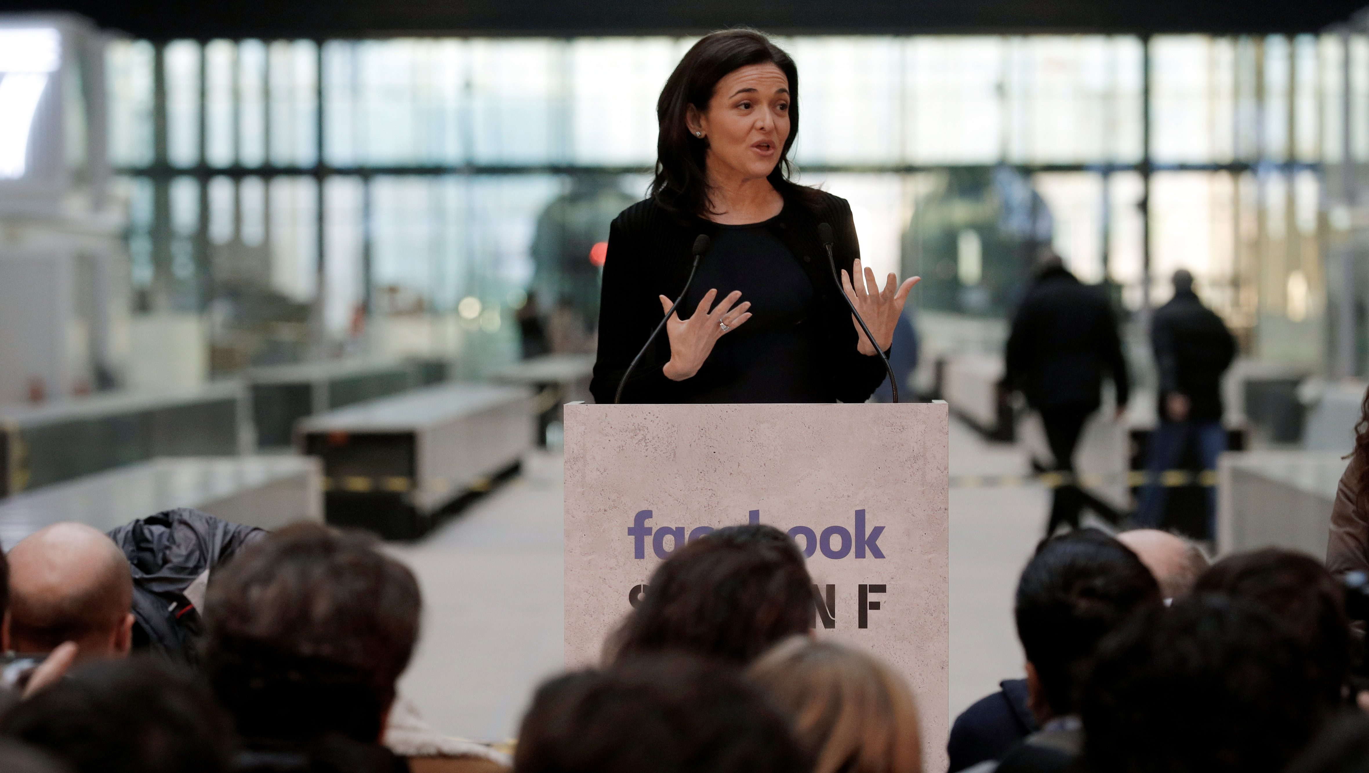 Sheryl Sandberg, Chief Operating Officer of Facebook, delivers a speech during a visit in Paris, France, January 17, 2017, at a start-up companies gathering at Paris' Station F site as the company tries to head off tougher regulation by Germany. REUTERS/Philippe Wojazer - RTSVUXW