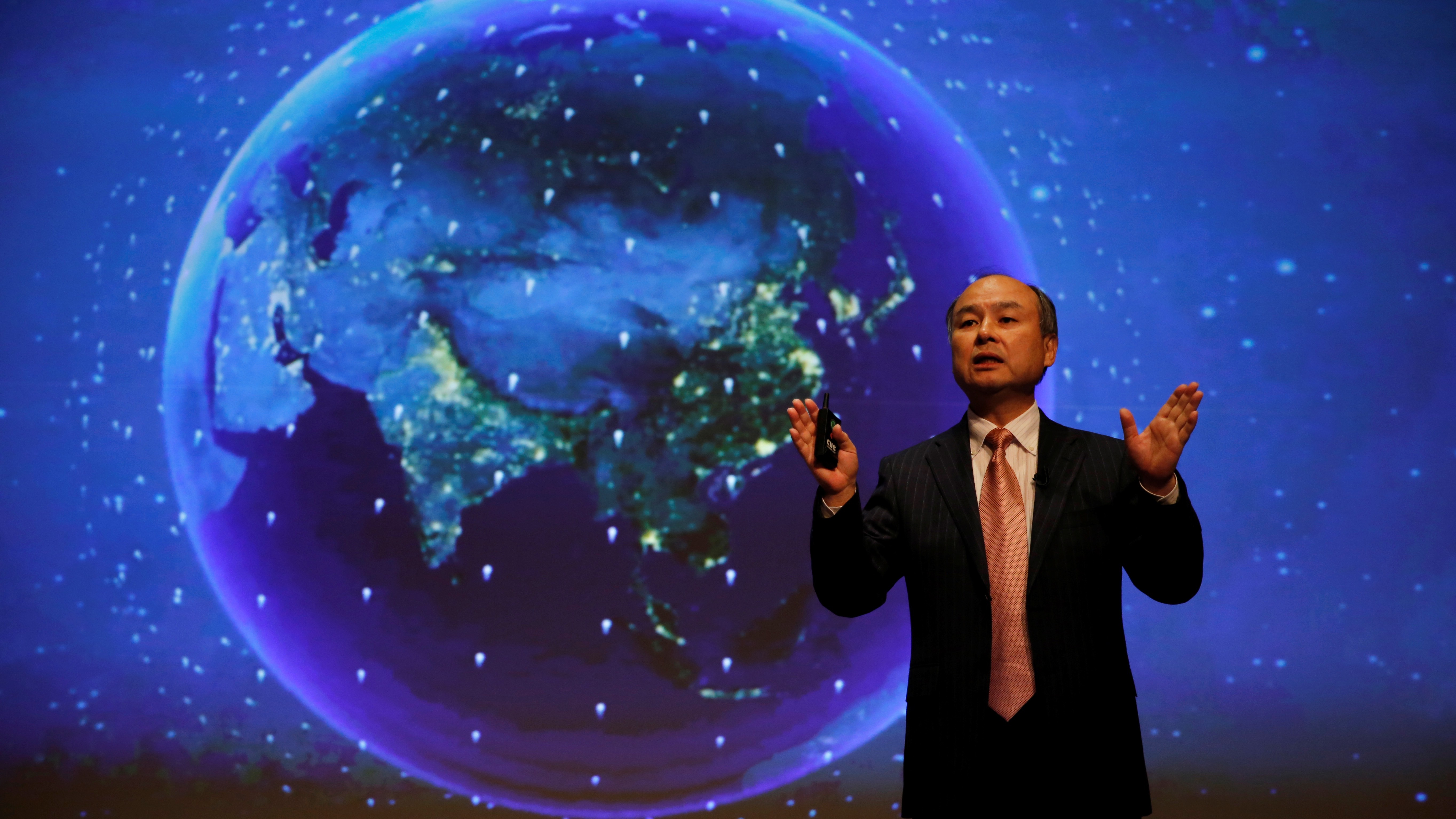SoftBank Group Corp Chairman and CEO Masayoshi Son attends a news conference in Tokyo, Japan, February 8, 2017.    REUTERS/Toru Hanai - RTX303TT