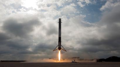 SpaceX's self-landing rocket is a flying robot that's great