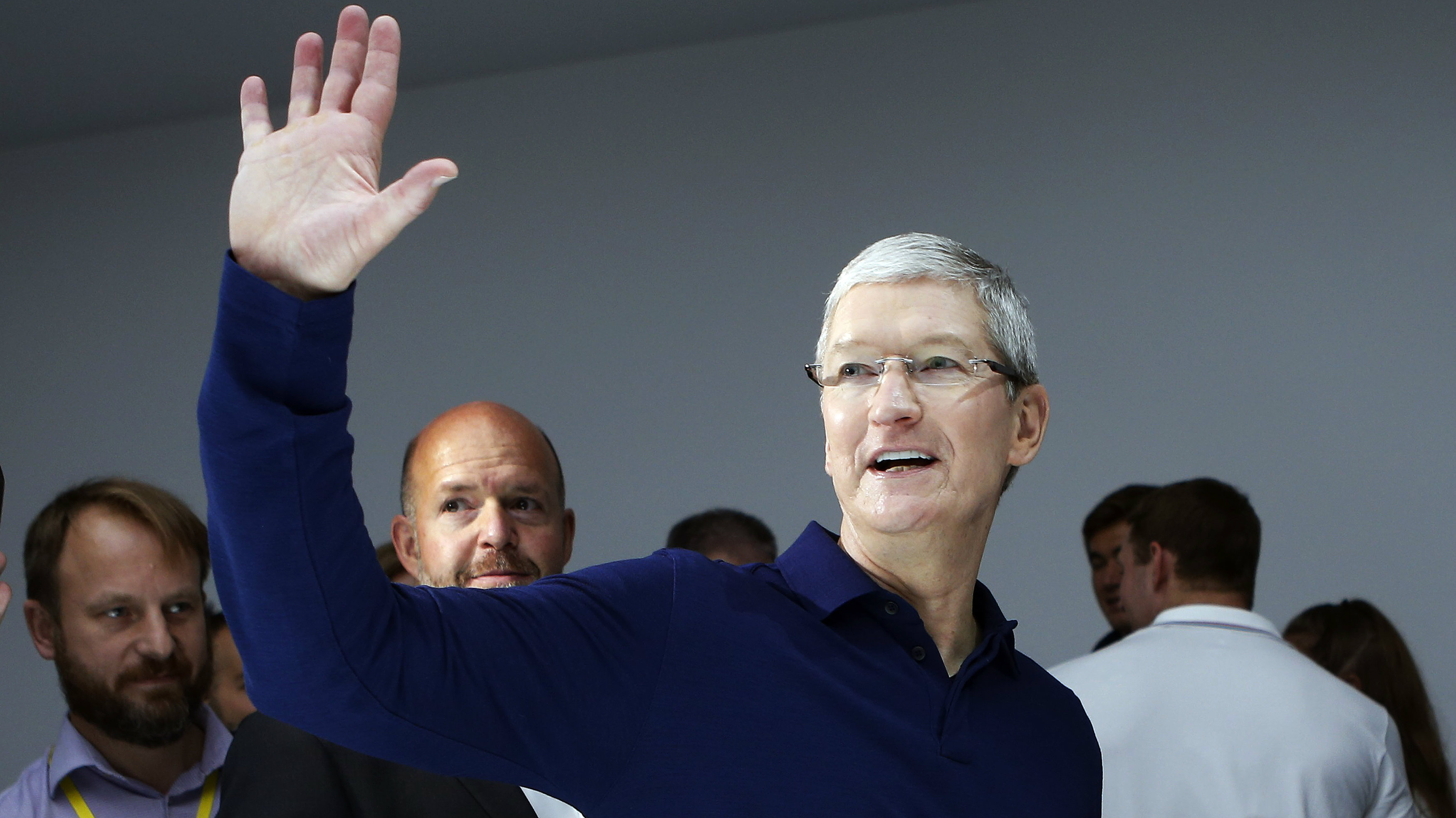 DATE IMPORTED:September 07, 2016Apple Inc CEO Tim Cook waves during an Apple media event in San Francisco, California, U.S.