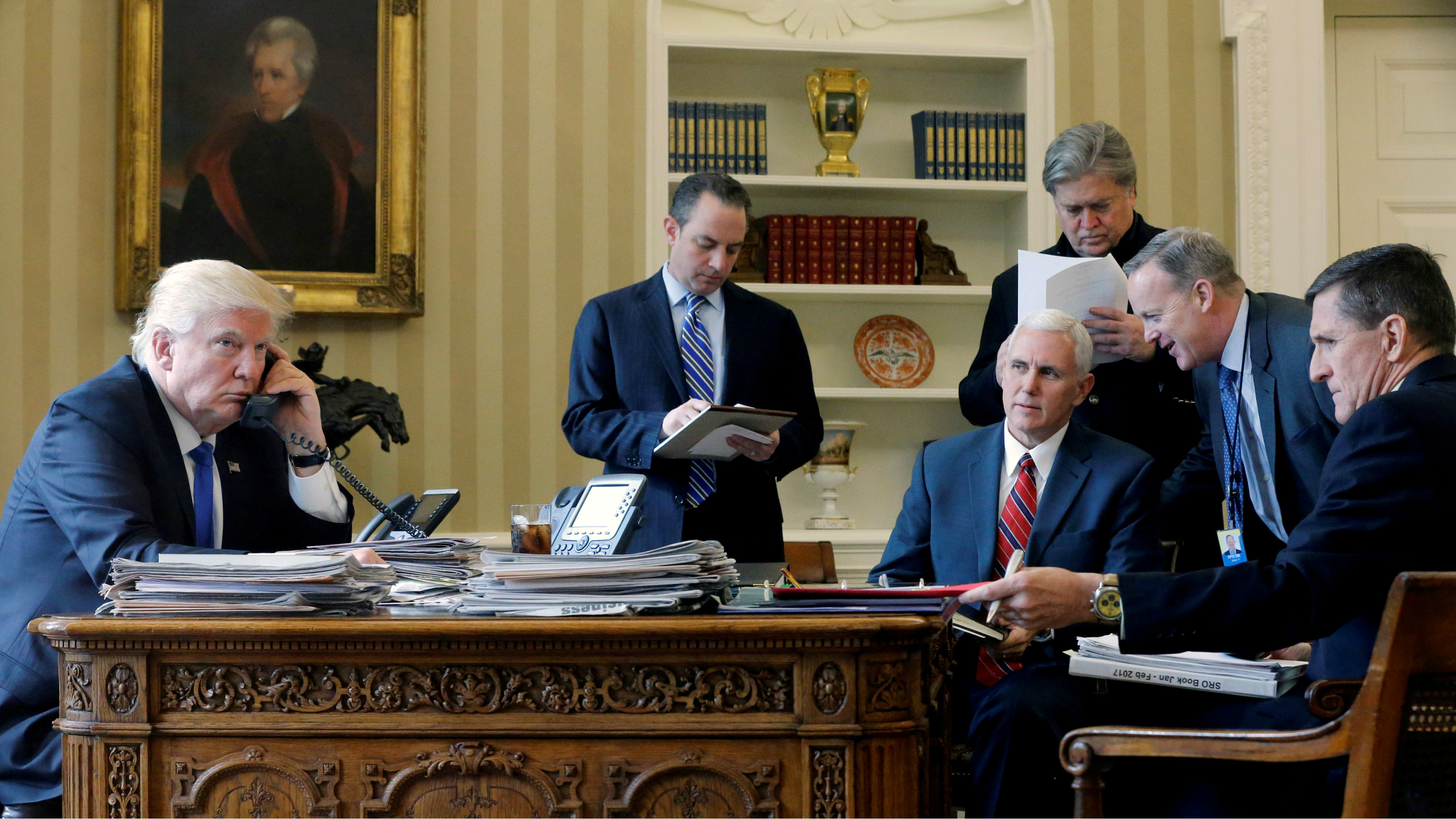 US President Trump and senior advisors in the Oval Office