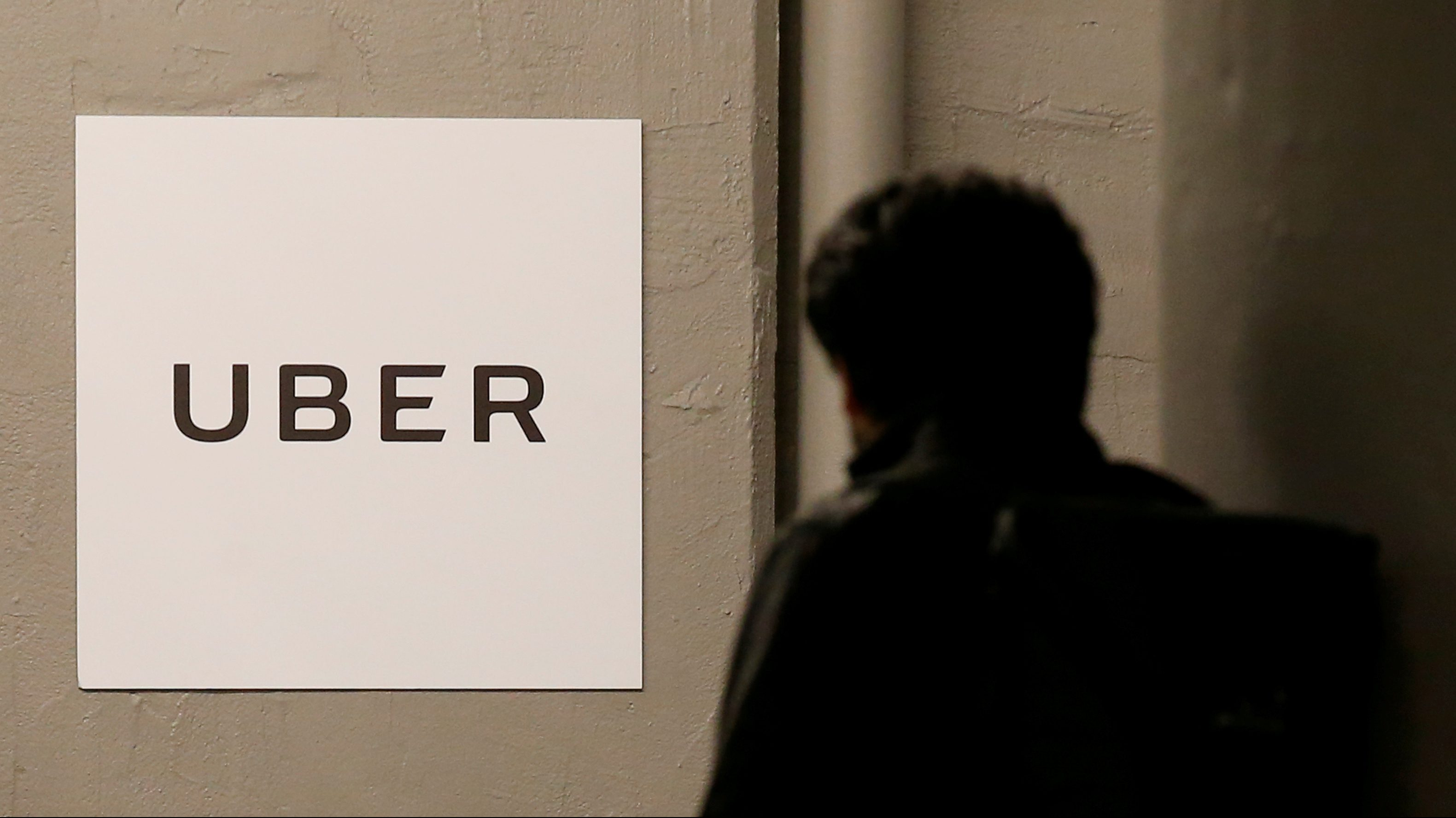FILE PHOTO -  A man arrives at the Uber offices in Queens, New York, U.S., February 2, 2017.  REUTERS/Brendan McDermid/File Photo - RTSZWQN