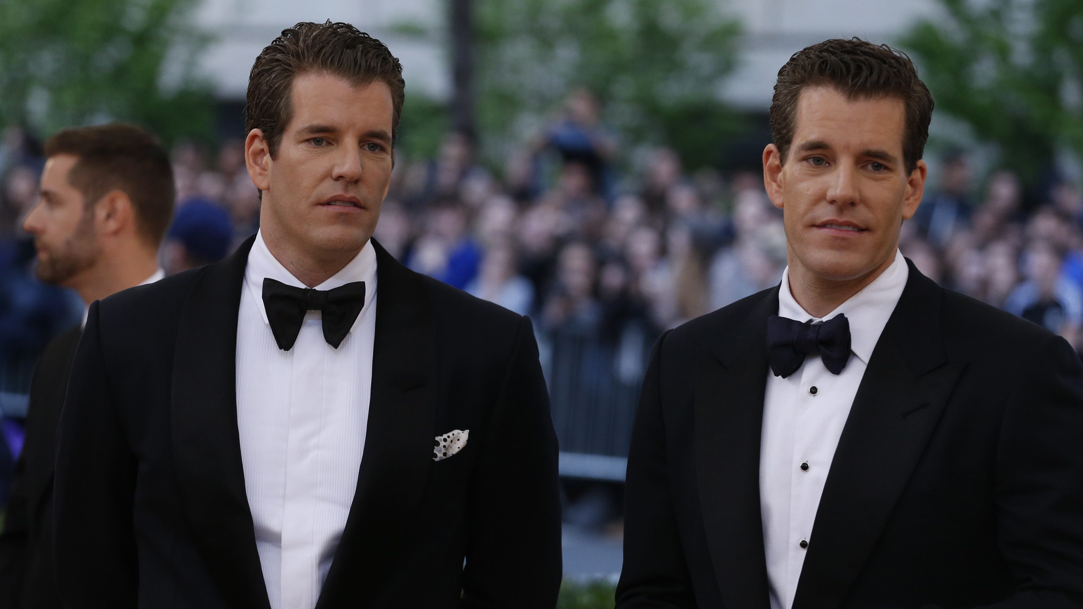 """Entrepeneurs Tyler and Cameron Winklevoss arrive at the Metropolitan Museum of Art Costume Institute Gala (Met Gala) to celebrate the opening of """"Manus x Machina: Fashion in an Age of Technology"""" in the Manhattan borough of New York, May 2, 2016."""