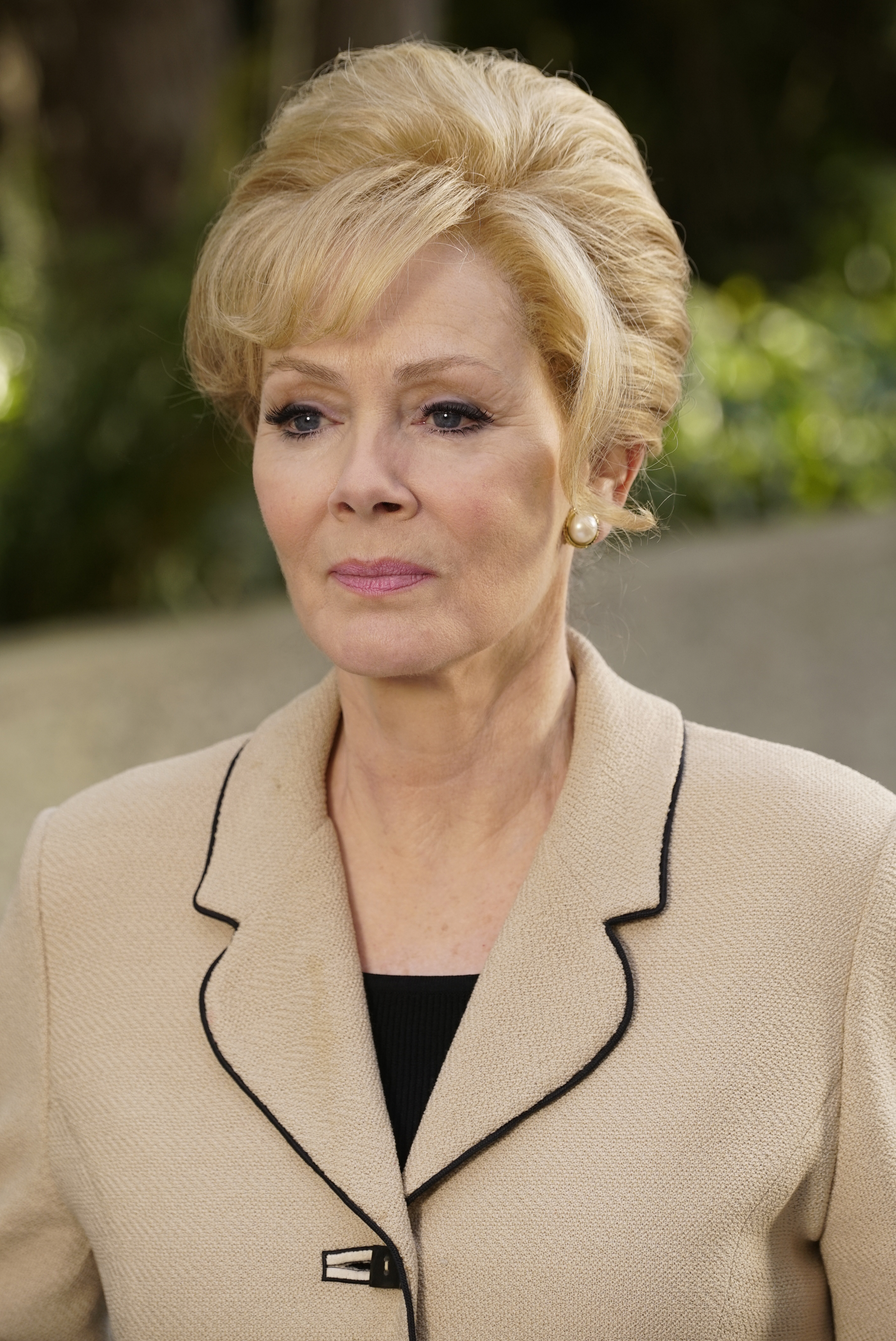 "LEGION -- ""Chapter 1"" (Airs Wednesday, February 8, 10:00 pm/ep) -- Pictured: Jean Smart as Melanie Bird. CR: Chris Large/FX"